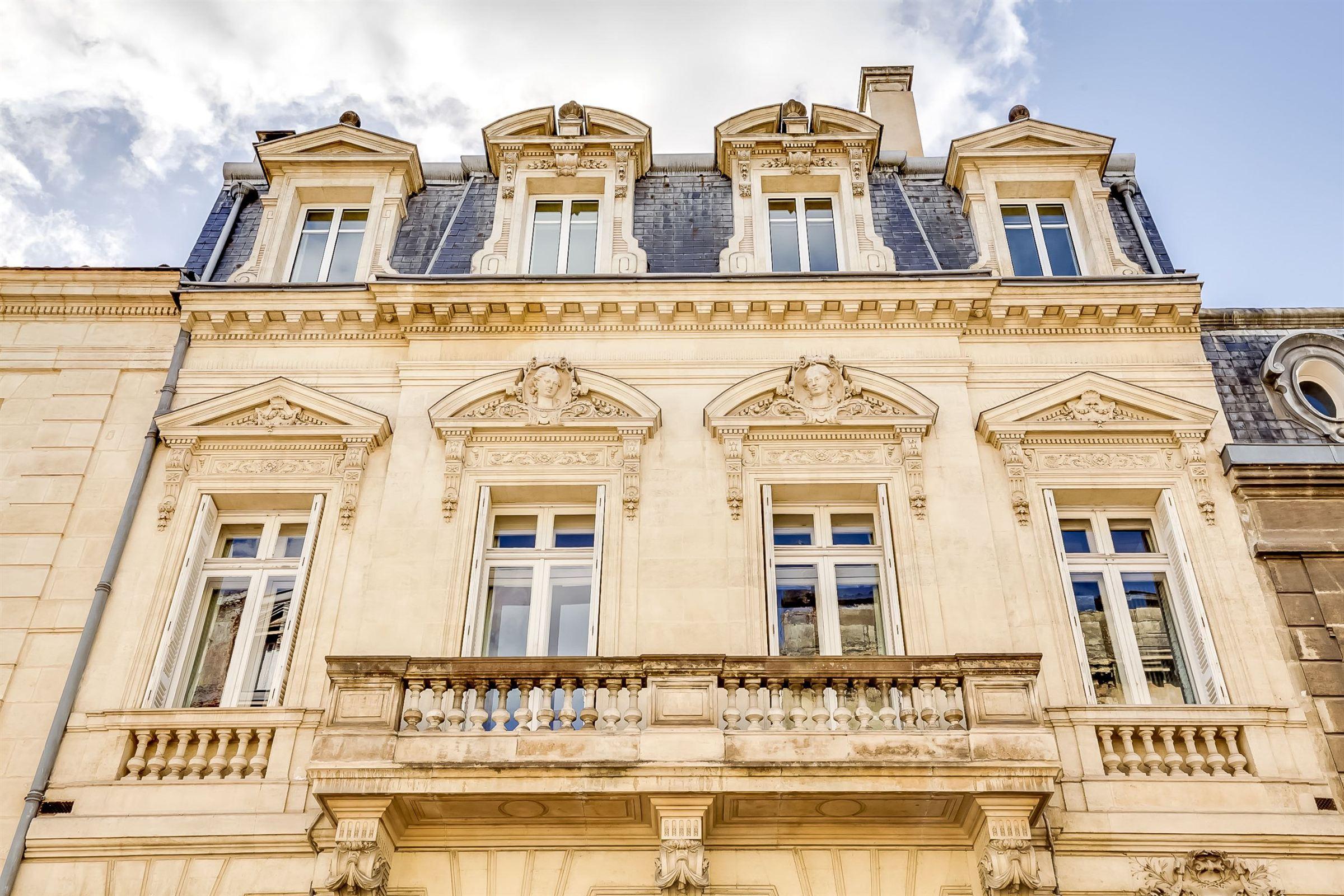 Casa Unifamiliar por un Venta en BORDEAUX SUPERBE LUXURY TOWNHOUSE Bordeaux, Aquitania, 33000 Francia