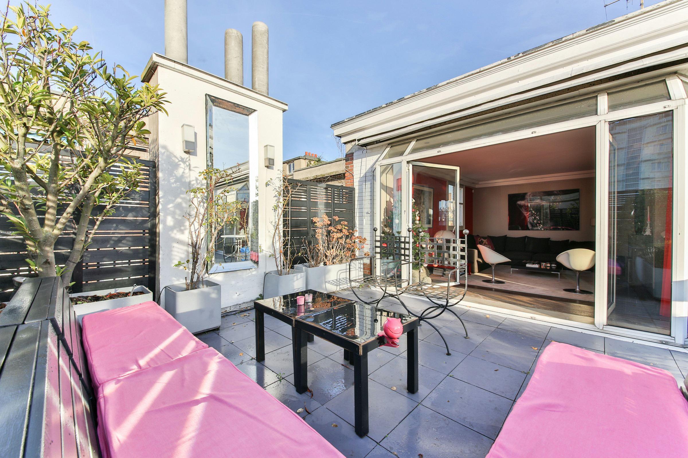 Property For Sale at Neuilly sur Seine - Saint James - A 200 sq.m duplex avec terrasse