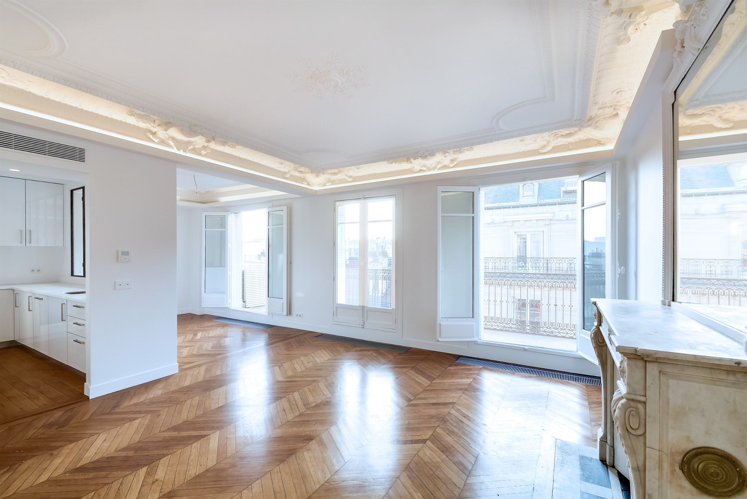 sales property at Paris 8 - Triangle d'Or. Refurbished 91 sq.m. apartment, Eifffel Tower view