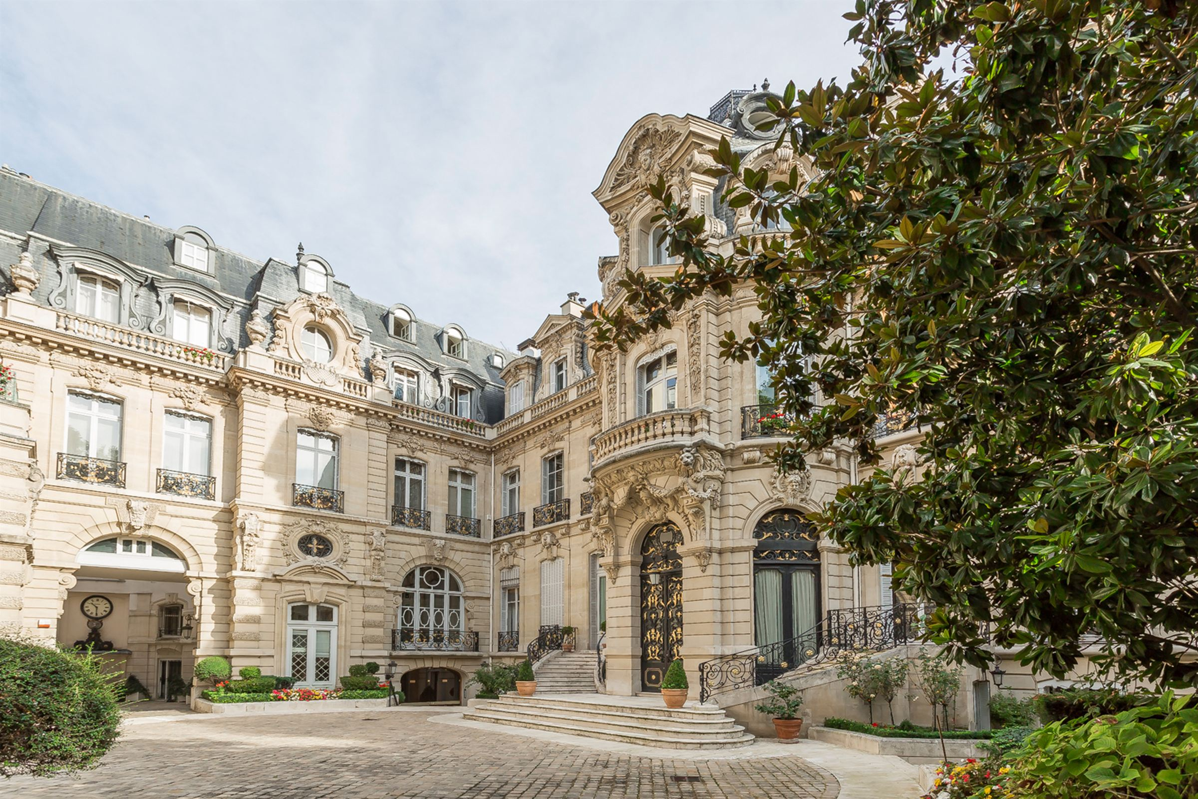 Apartman Dairesi için Satış at Paris 8 - Apartment overlooking the Parc Monceau Paris, Paris, 75008 Fransa