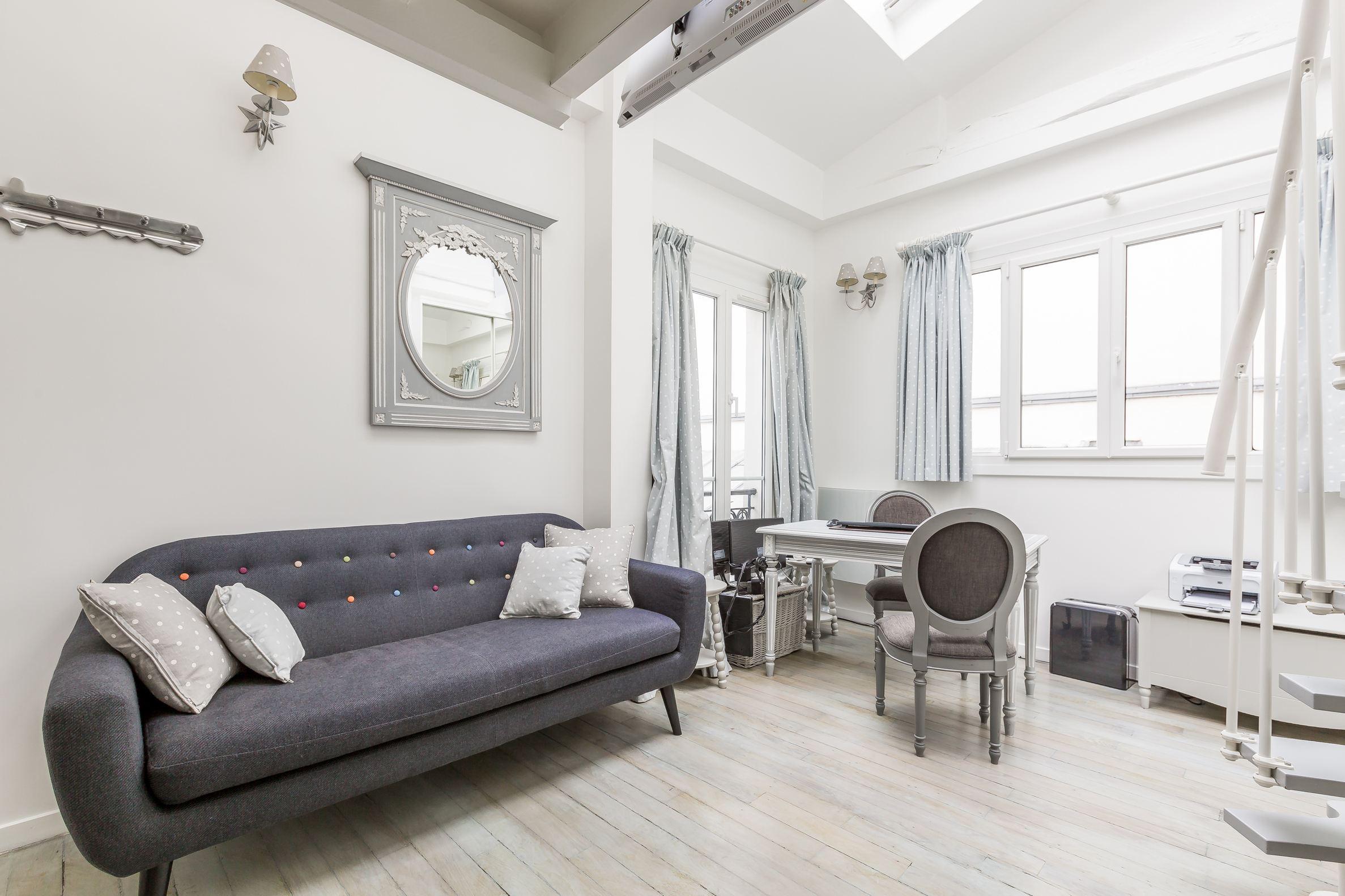 sales property at Charmant studio entièrement rénové près de la rue du Faubourg Saint-Honoré