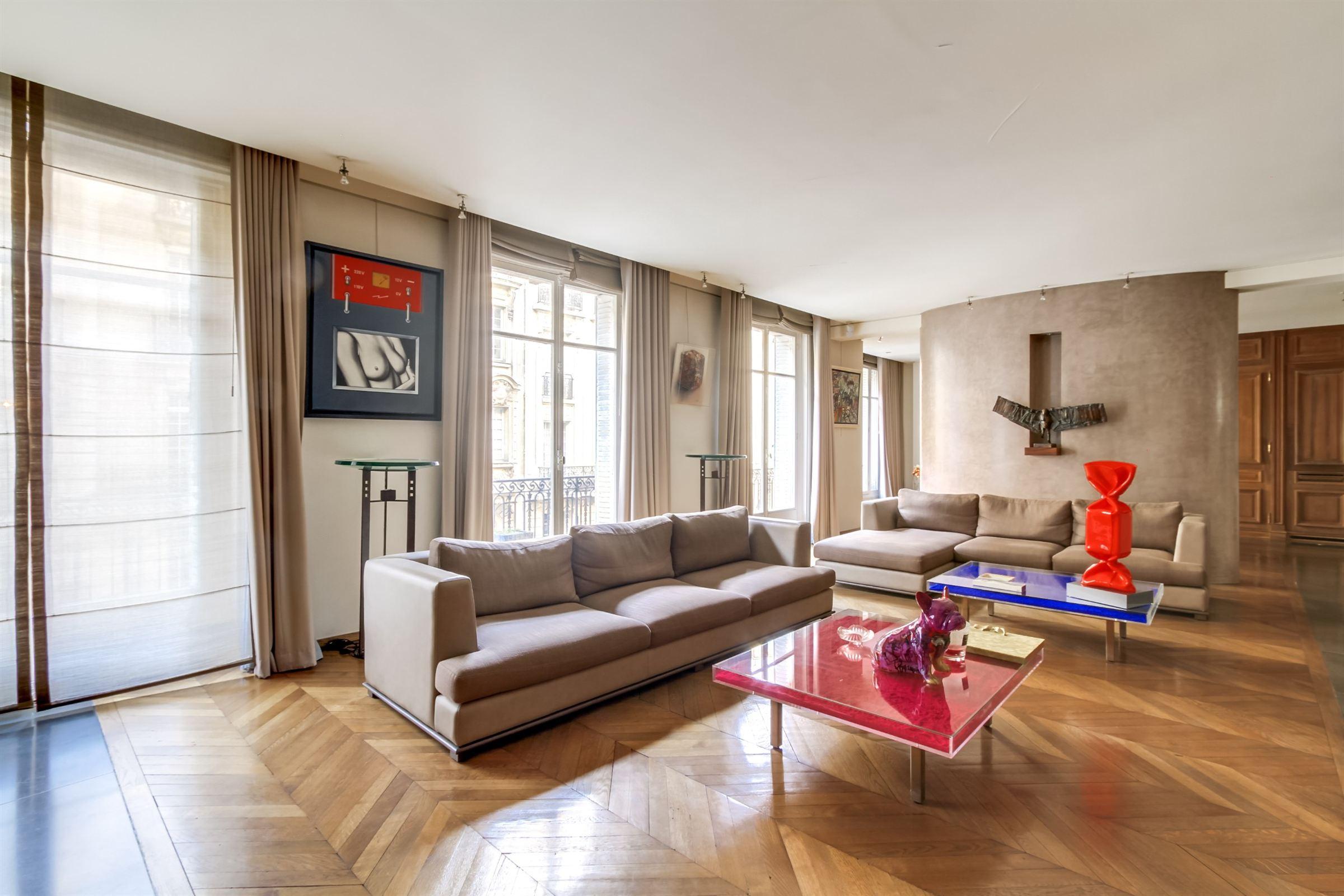 Apartamento por un Venta en Paris 17 - Courcelles/Wagram. Family apartment of 280 sq.m Paris, Paris 75017 Francia