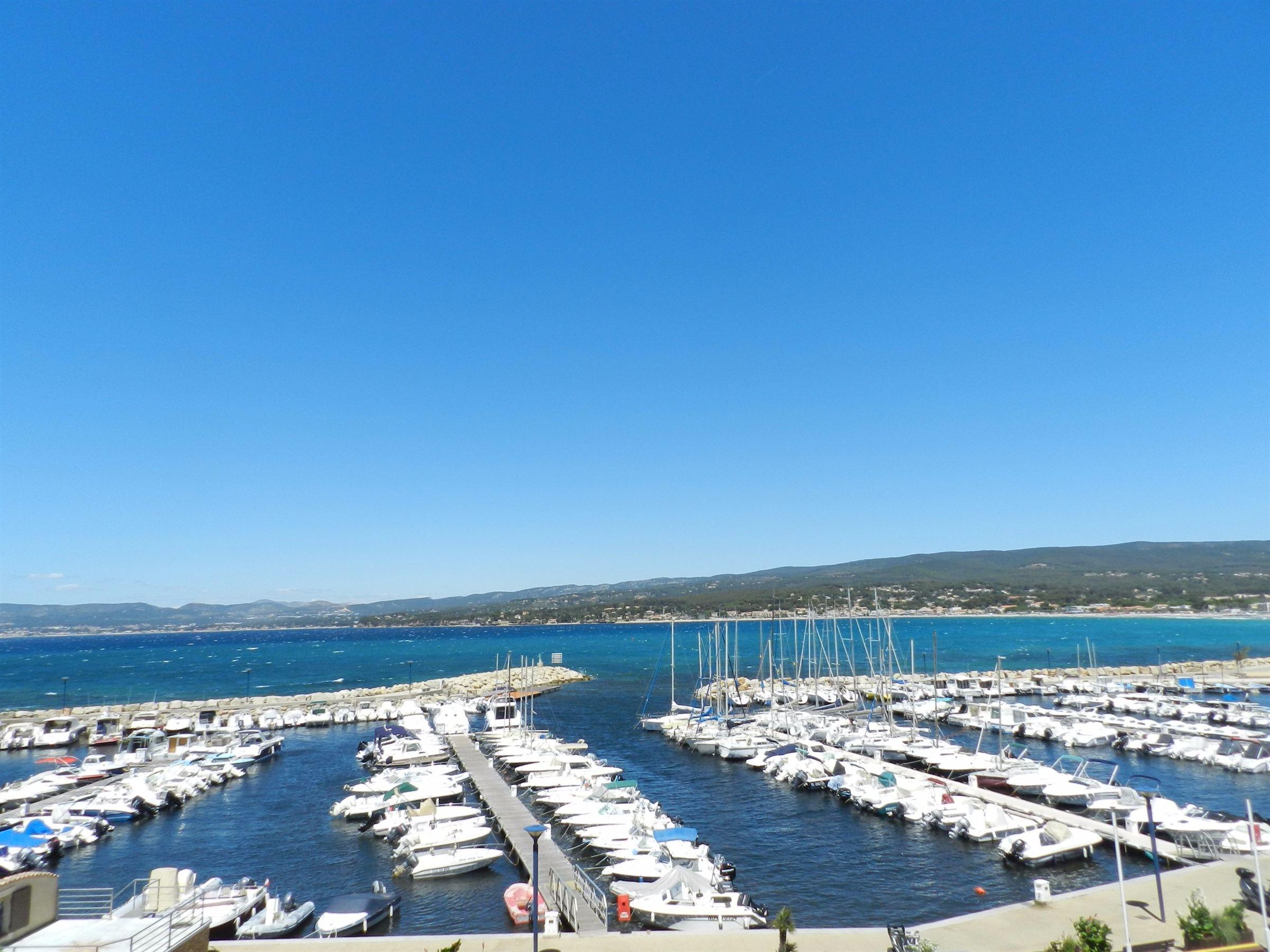 Dôi vì Bán tại Madrague Port Other Provence-Alpes-Cote D'Azur, Provence-Alpes-Cote D'Azur, 83270 Pháp