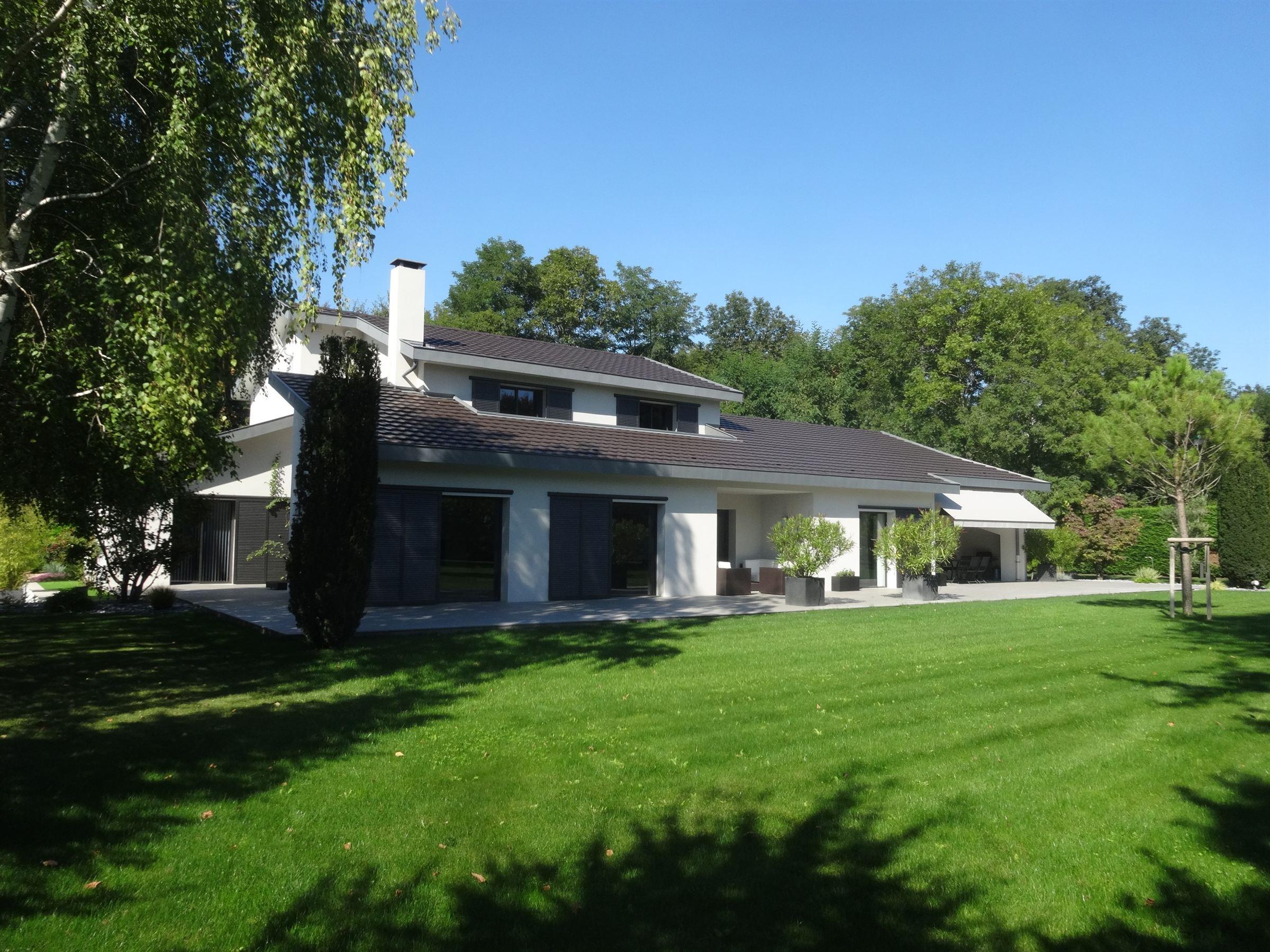 sales property at à 20 minutes de l'Aeroport de LYON belle maison contemporaine