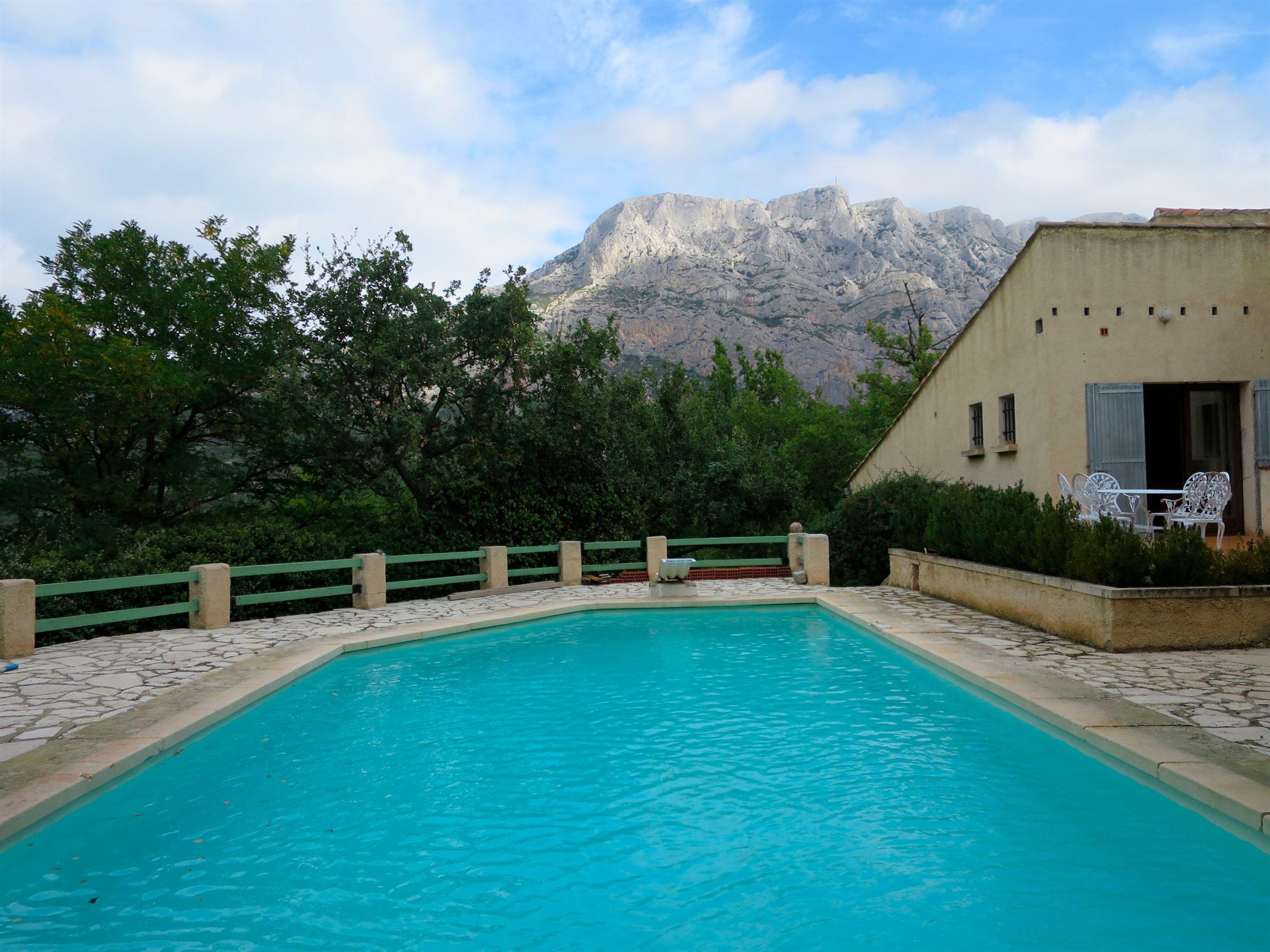 Casa Unifamiliar por un Venta en SAINTE VICTOIRE VIEW Other Provence-Alpes-Cote D'Azur, Provincia - Alpes - Costa Azul, 13100 Francia