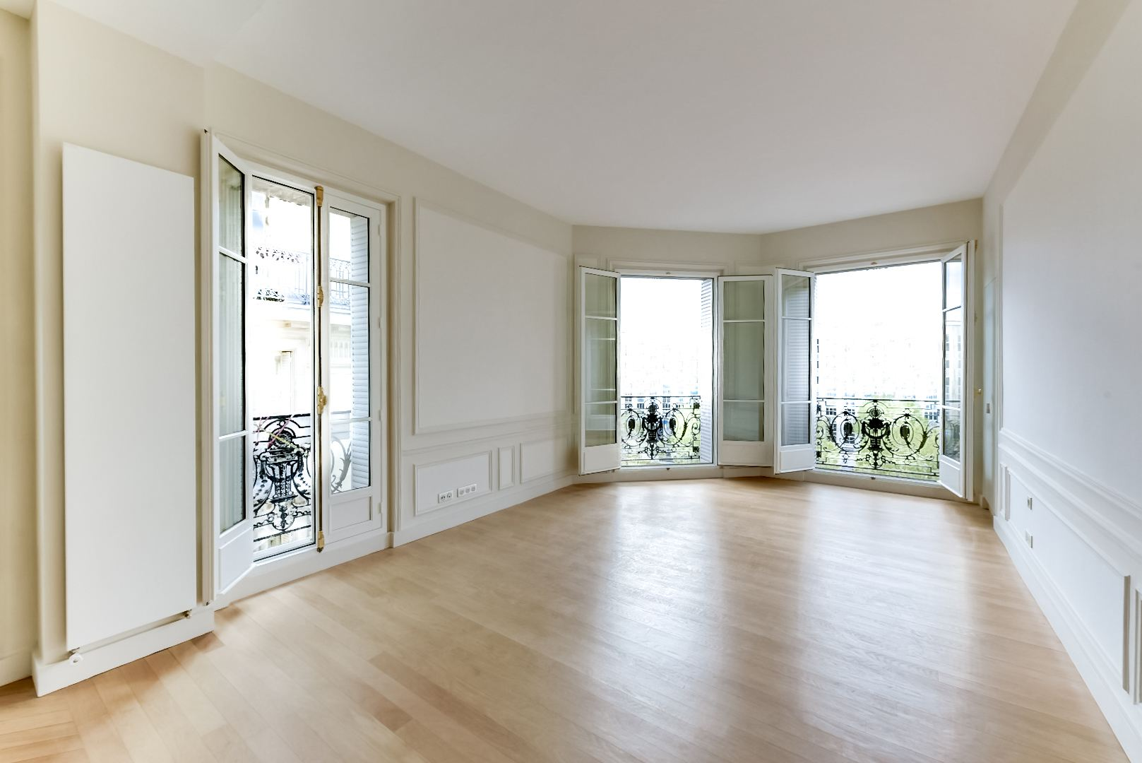 sales property at For sale refurbished apartment in Paris 16 - Flandrin