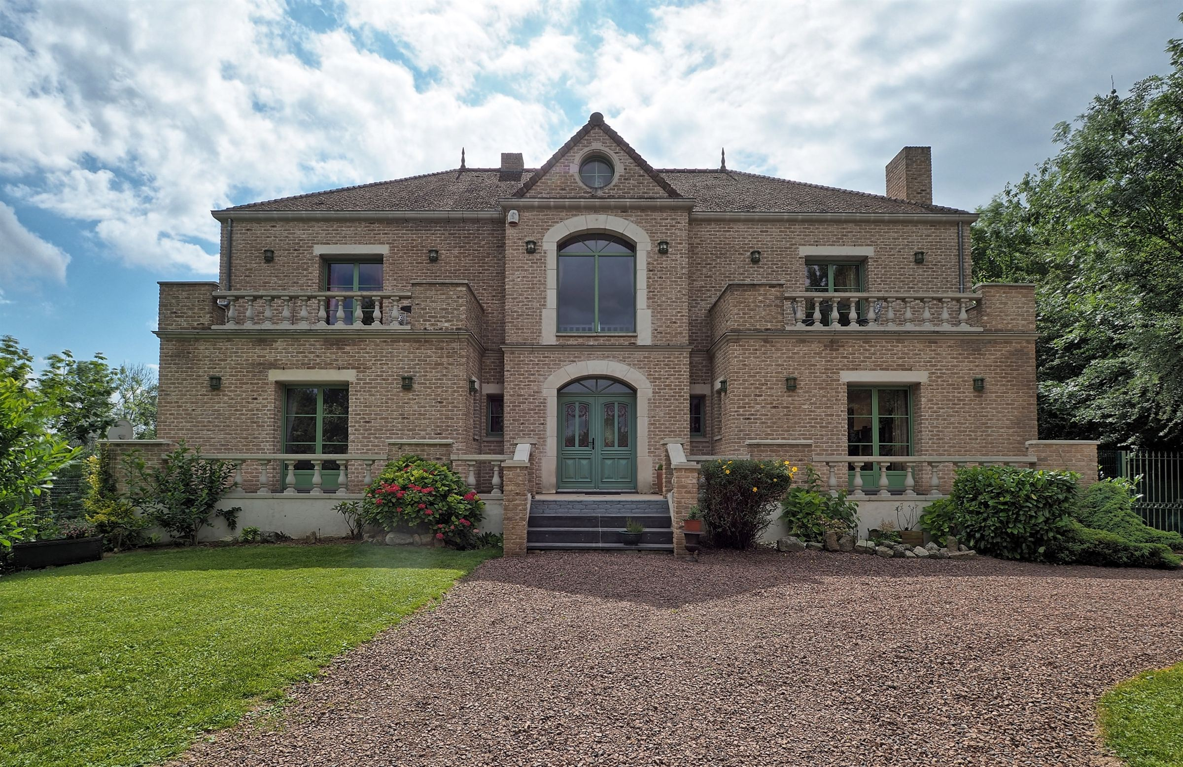 sales property at 5 mins from Cambrai, Magnificent 550sqm villa with pool and 6 bedrooms