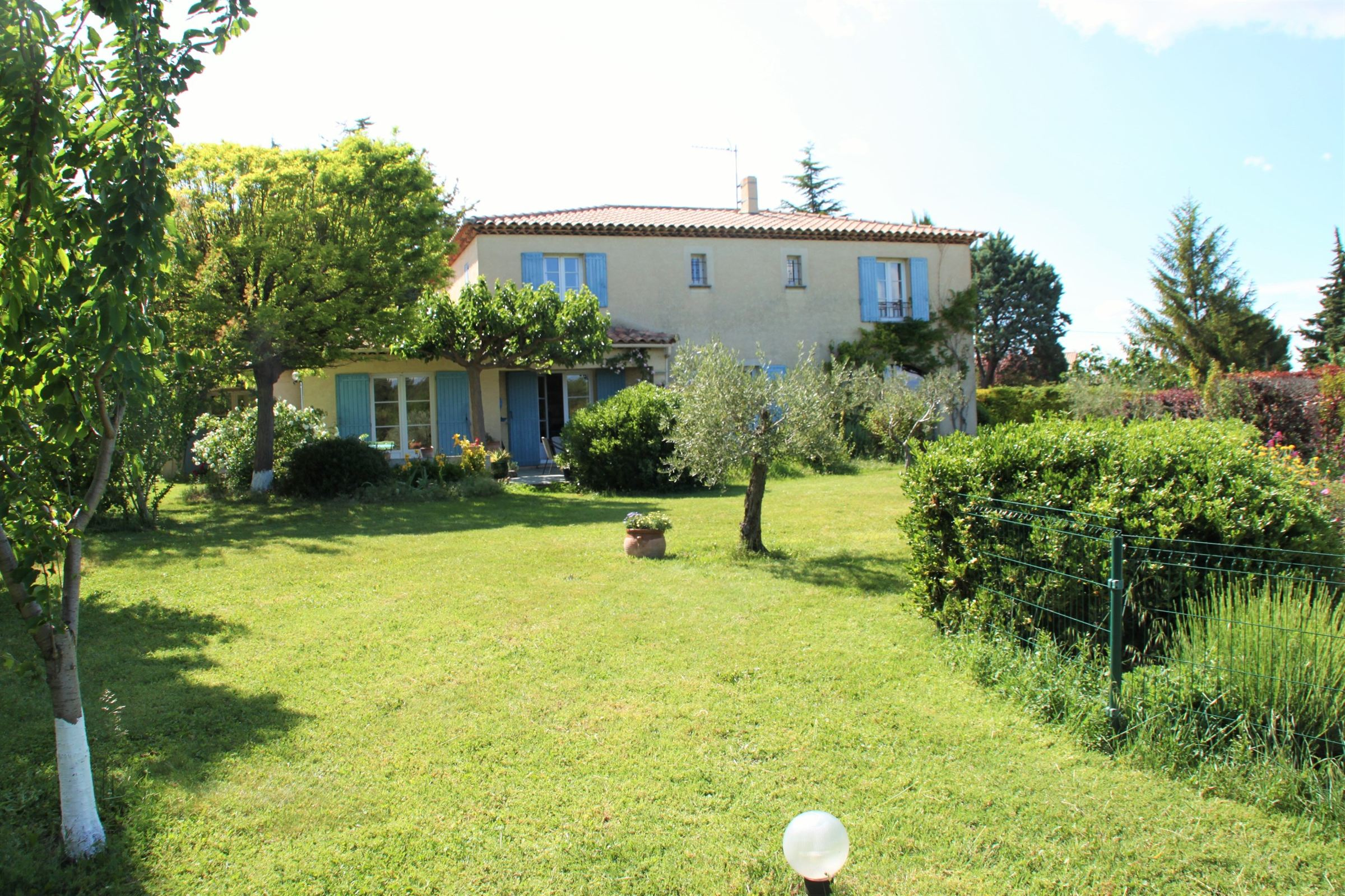 Single Family Home for Sale at 5 MINUTS FROM CENTER Other Provence-Alpes-Cote D'Azur, Provence-Alpes-Cote D'Azur, 13090 France