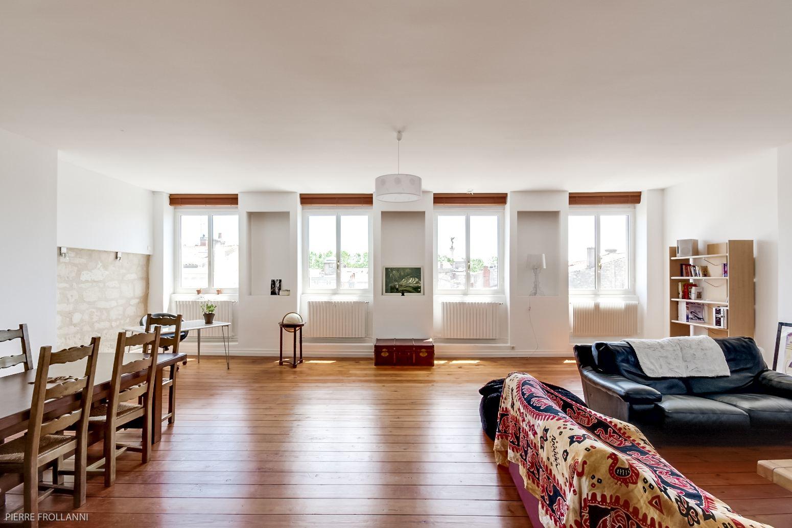 アパート のために 売買 アット BORDEAUX - JARDIN PUBLIC - VASTE APPARTEMENT TRAVERSANT AVEC ASCENSEUR Bordeaux, アキテーヌ, 33000 フランス
