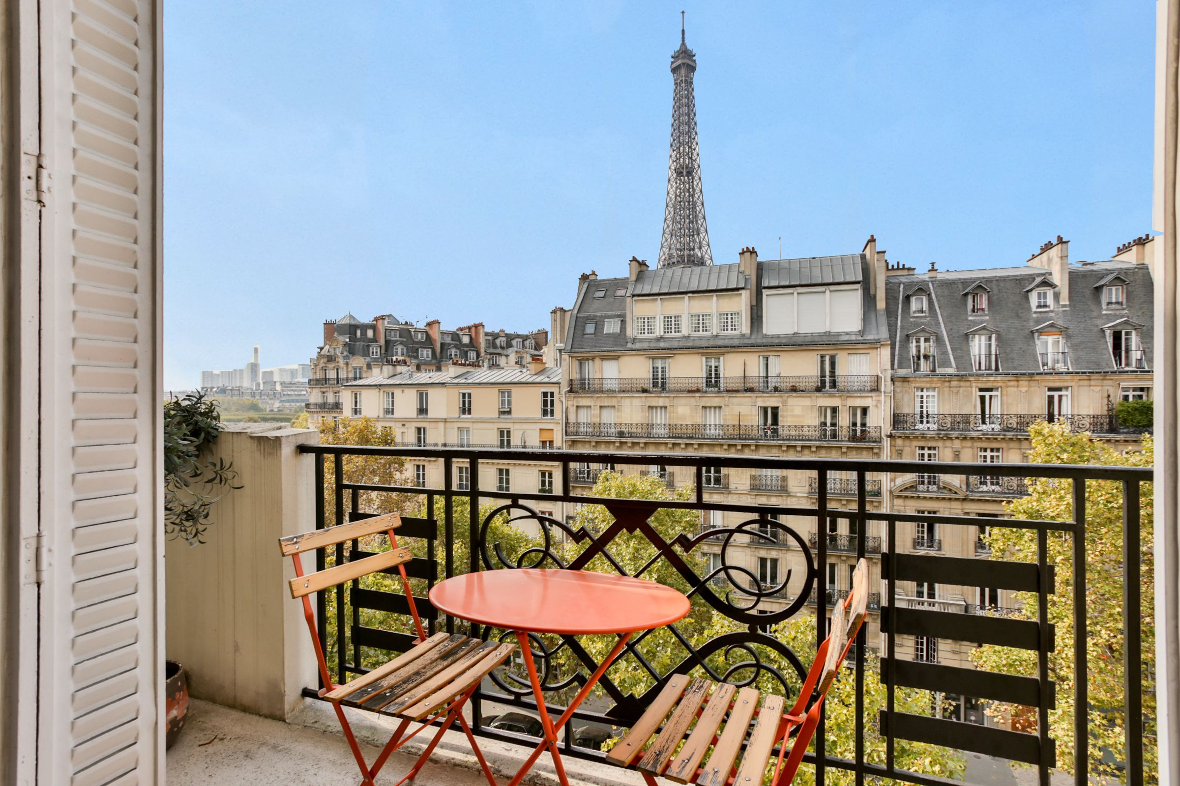 Apartamento por un Venta en Paris 7 - Gros Caillou. A superb 2 rooms apartment + balcony. Eiffel Tower view Paris, Paris 75007 Francia