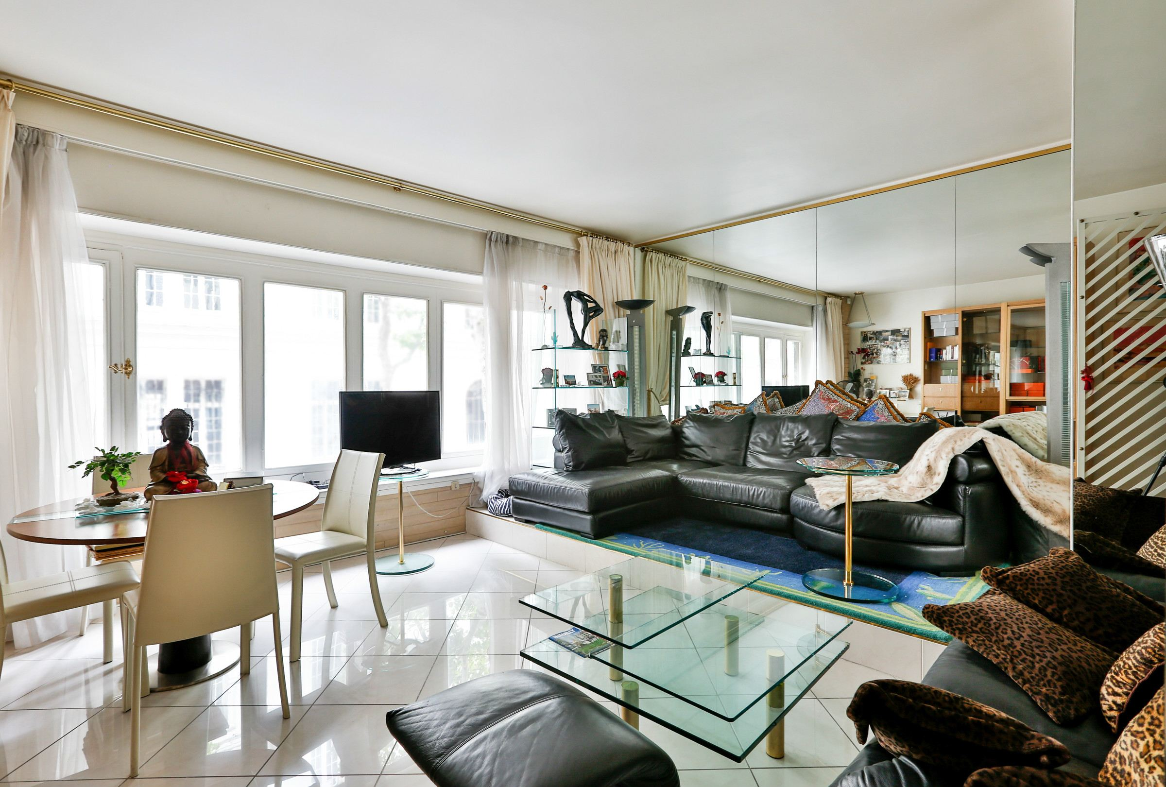 Property For Sale at Neuilly - Sablons. Apartment. Ideally located