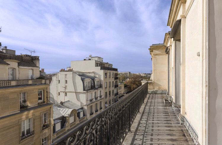 Duplex for Sale at Paris 16 - OCDE. 347 sq.m. duplex, top floor. Paris, Paris 75116 France