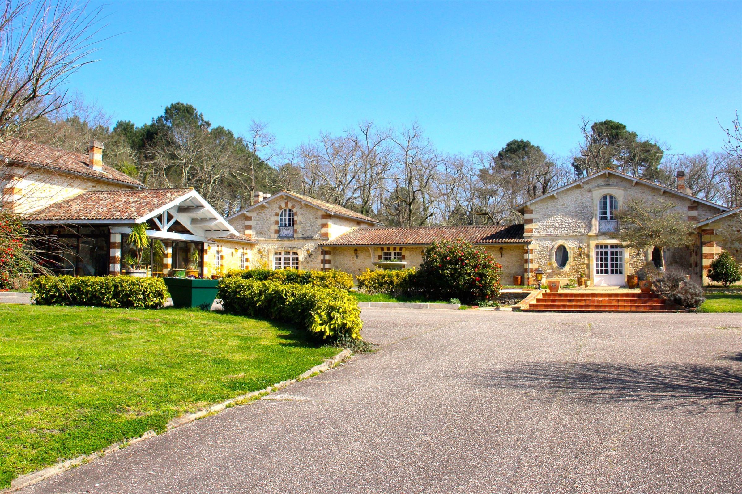 sales property at BORDEAUX - GORGEOUS ESTATE 25 MNS FROM BORDEAUX - 50 K FROM ARCACHON