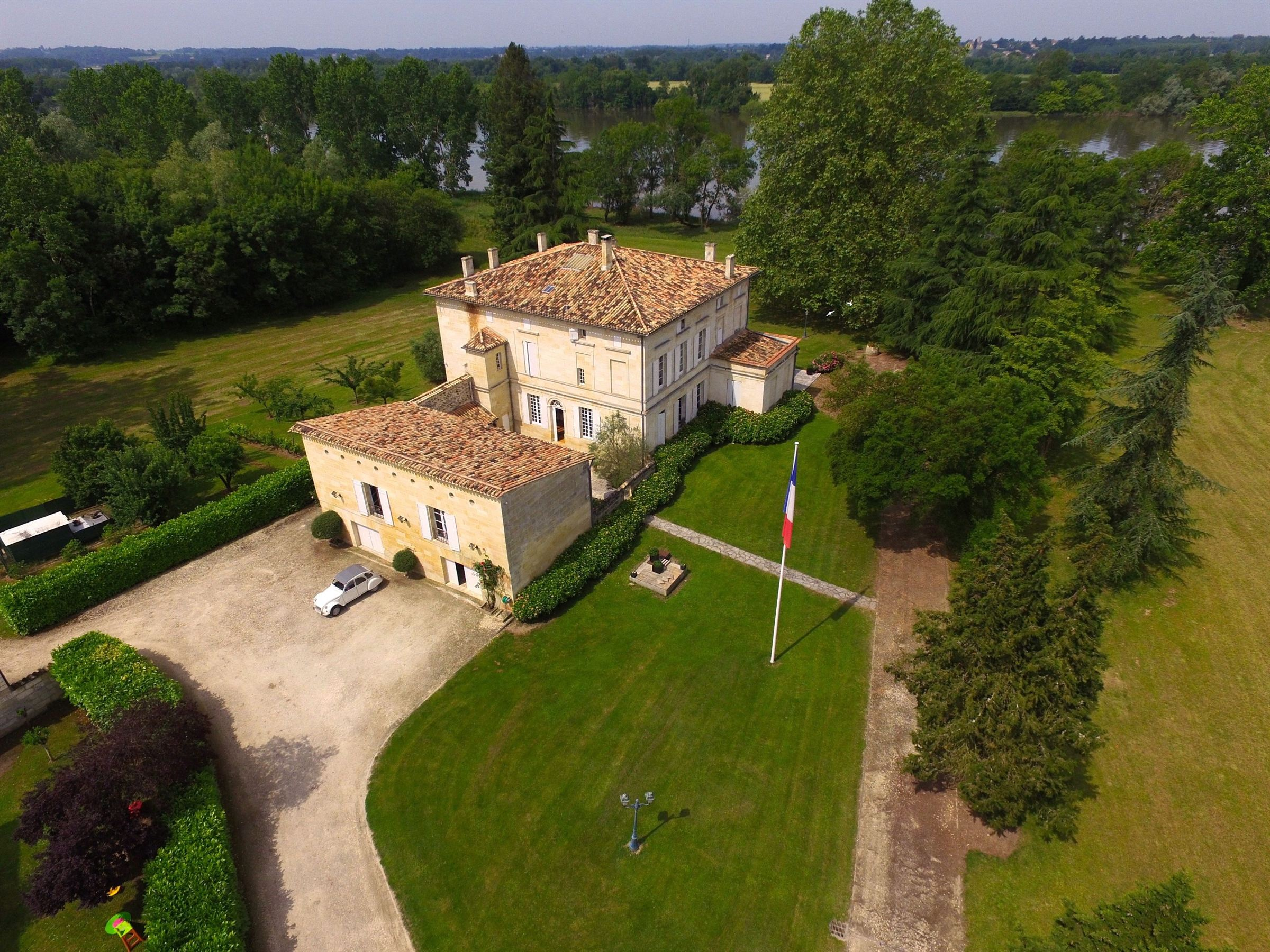 sales property at BORDEAUX - RIGHT BANK - STUNNING WATERFRONT 30 ACRES -