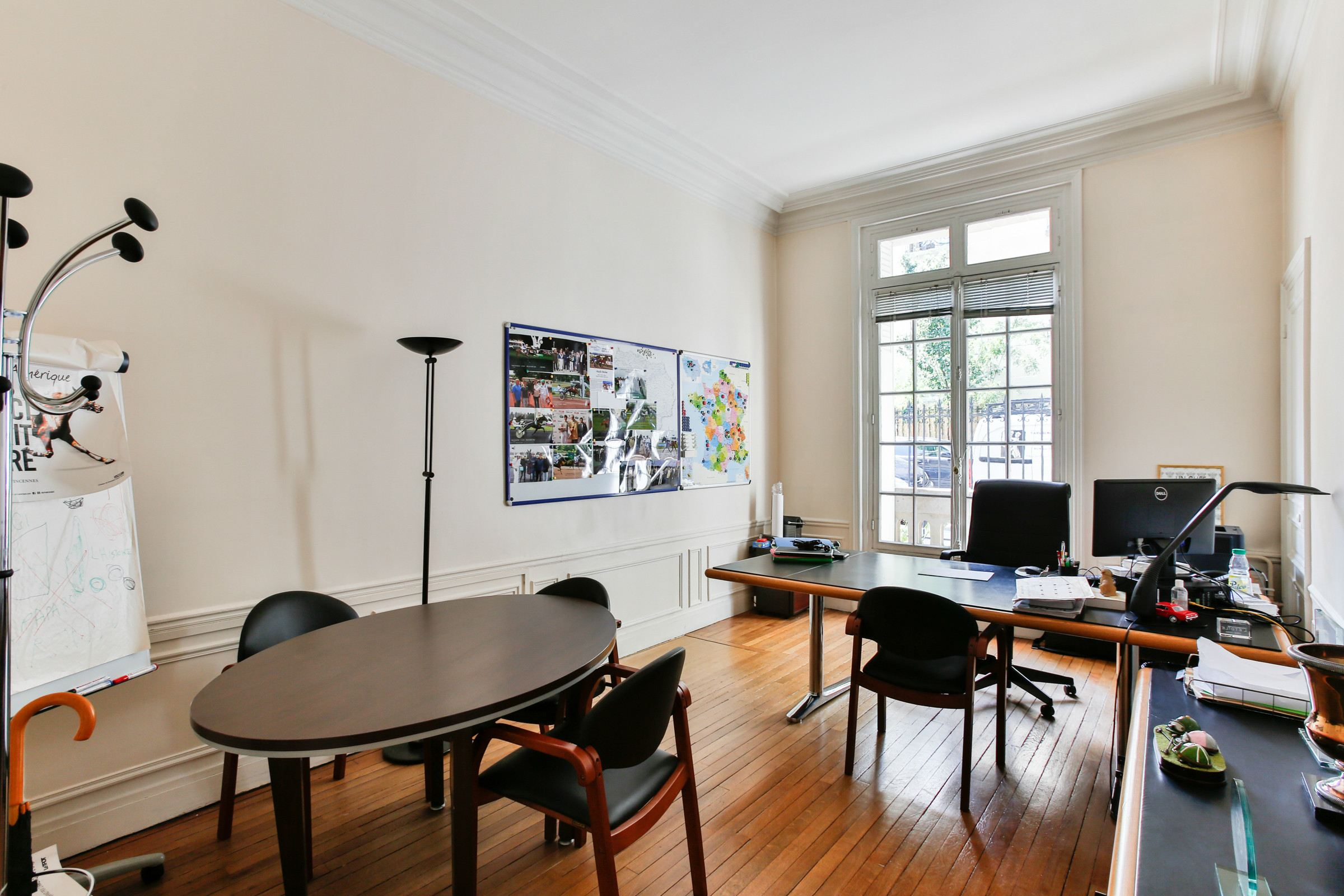 Property For Sale at Paris 16 - Faisanderie. Apartment. Parquet floor, moldings, fireplaces.
