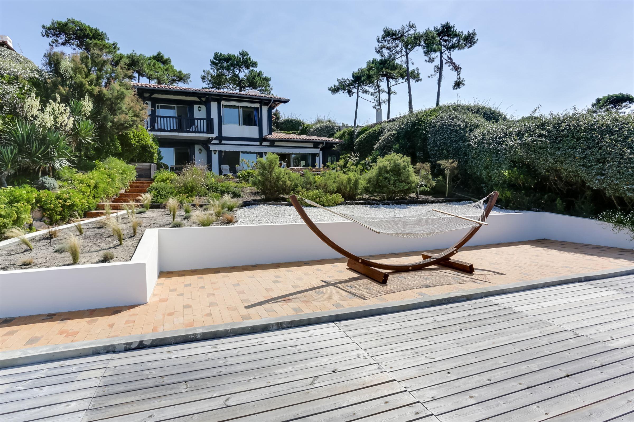 Villa per Vendita alle ore FRONT BAY VILLA PYLA Pyla Sur Mer, Aquitania, 33115 Francia
