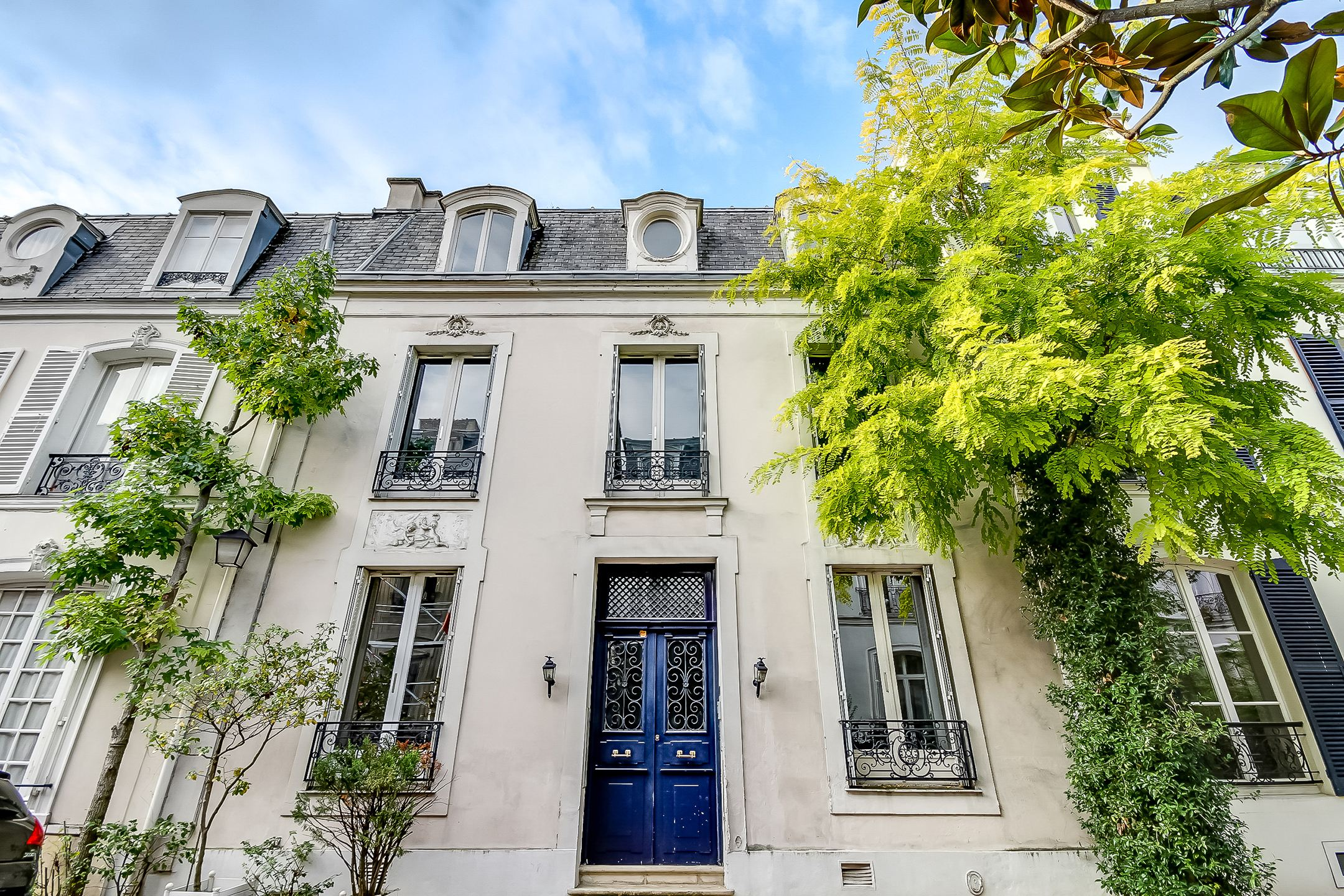 Maison unifamiliale pour l Vente à Paris 16 - Foch. Private Mansion of 240 sq.m + a 45 sq.m courtyard Paris, Paris 75016 France