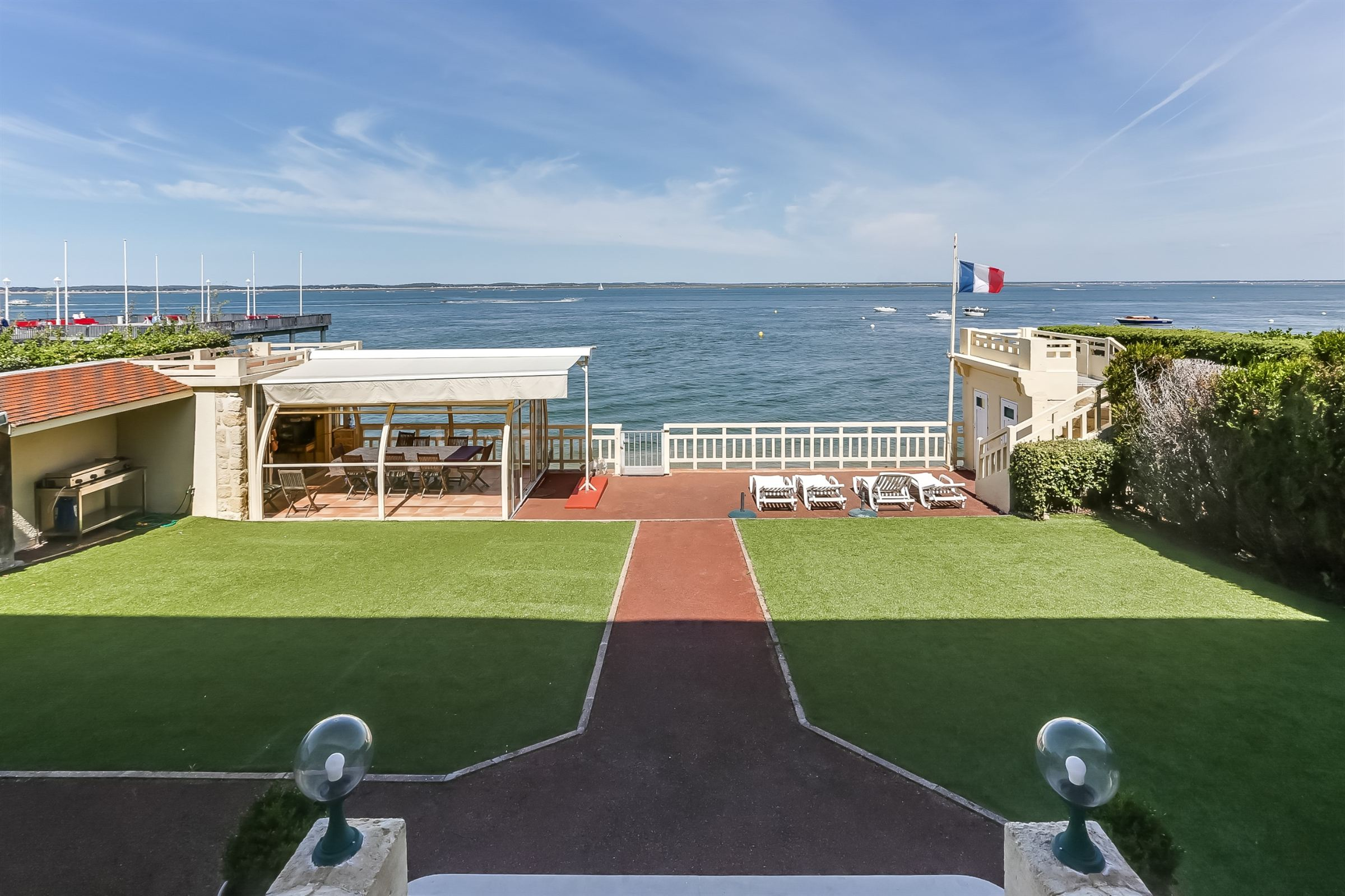 sales property at ARCACHON - WATERFRONT - EXCEPTIONAL 7000 FT² VILLA