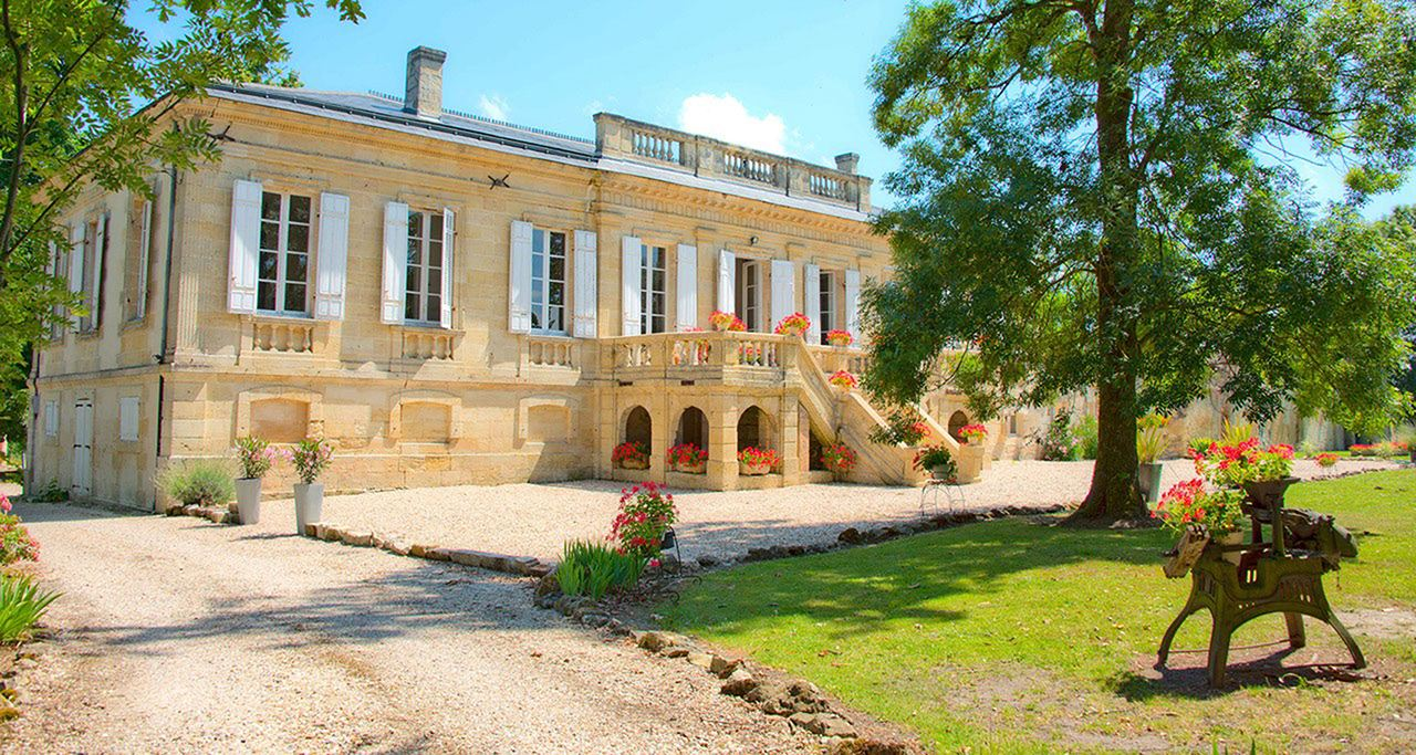sales property at BORDEAUX 35-40 MN- STUNNING 3HA ESTATE WITH MASTER MANSION AND OUTBUILDINGS