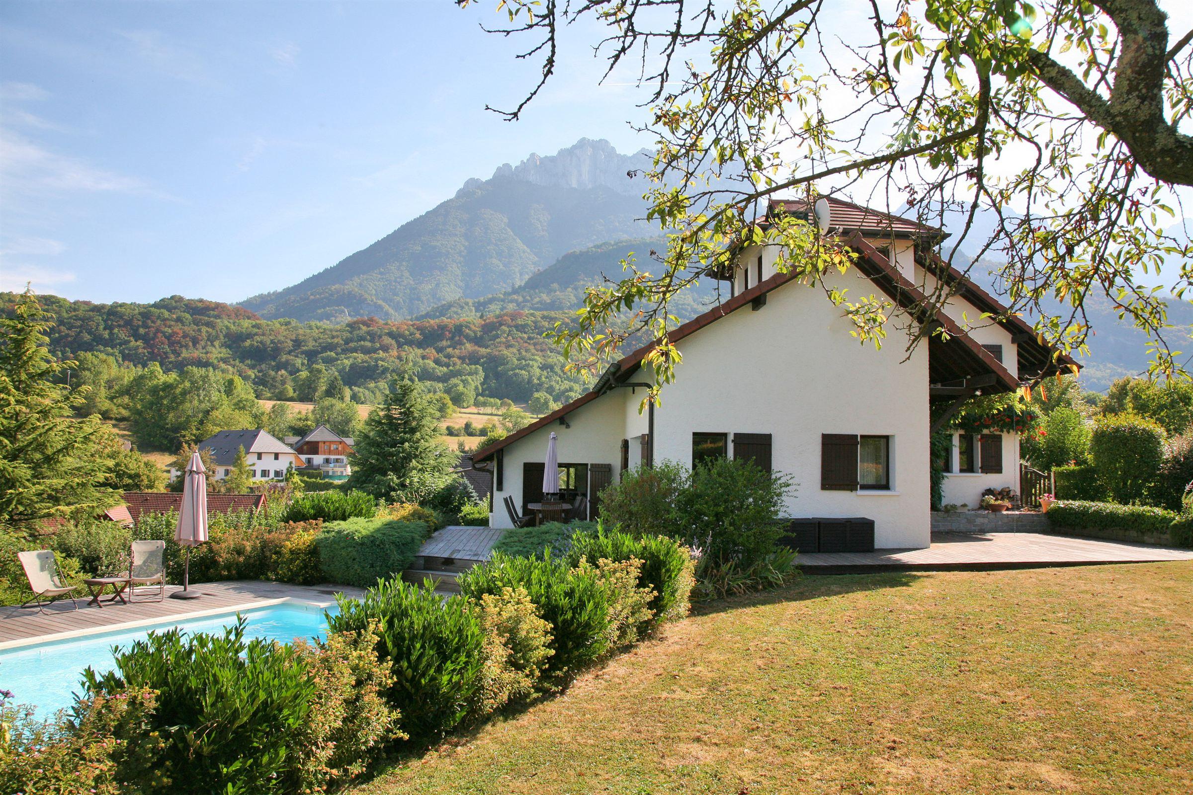 단독 가정 주택 용 매매 에 Quality villa with fine finishes, lakeview and mountainview, heated pool Talloires, 론 알프스, 74290 프랑스