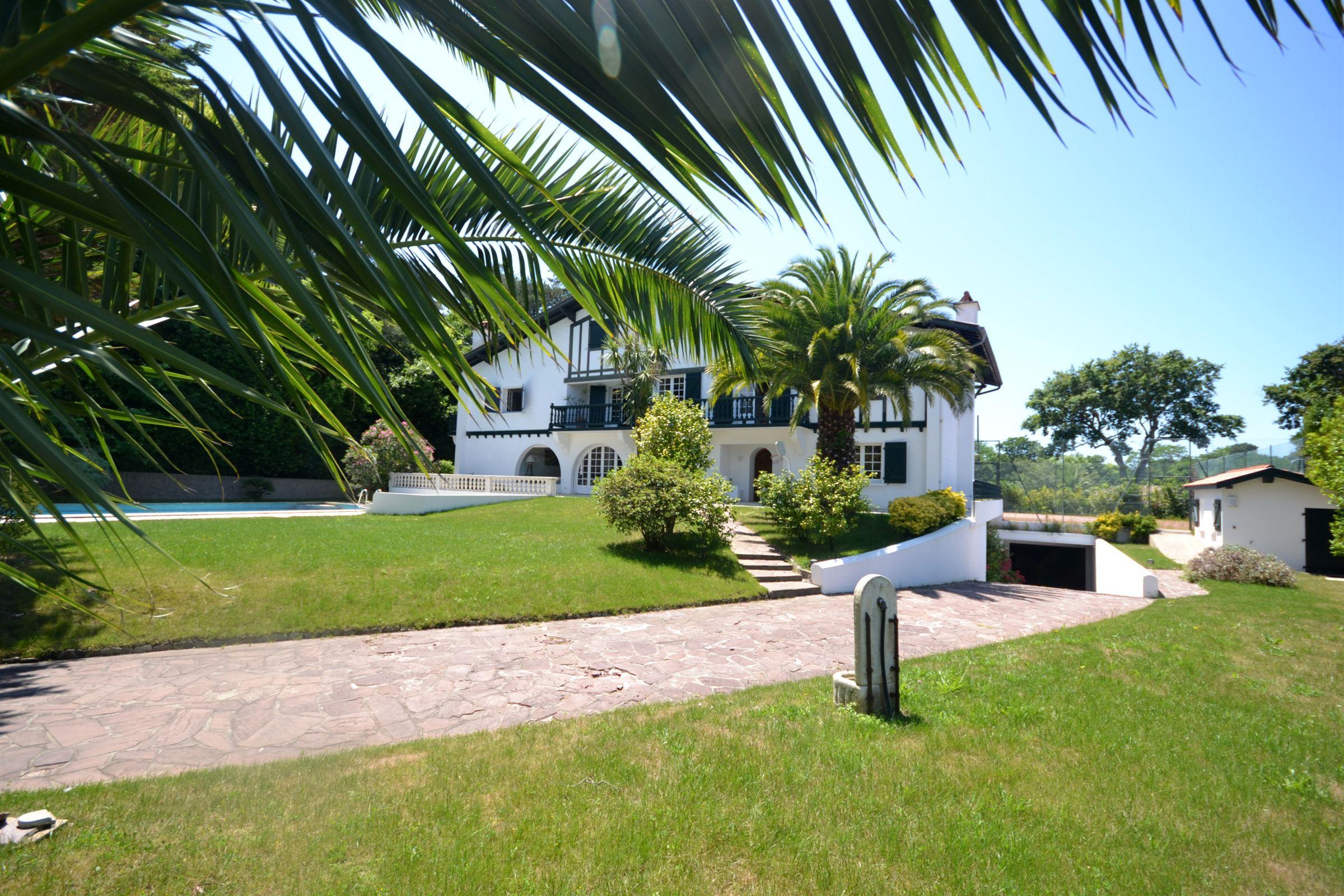 独户住宅 为 销售 在 Proche du centre-ville de Biarritz Biarritz, 阿基坦, 64200 法国