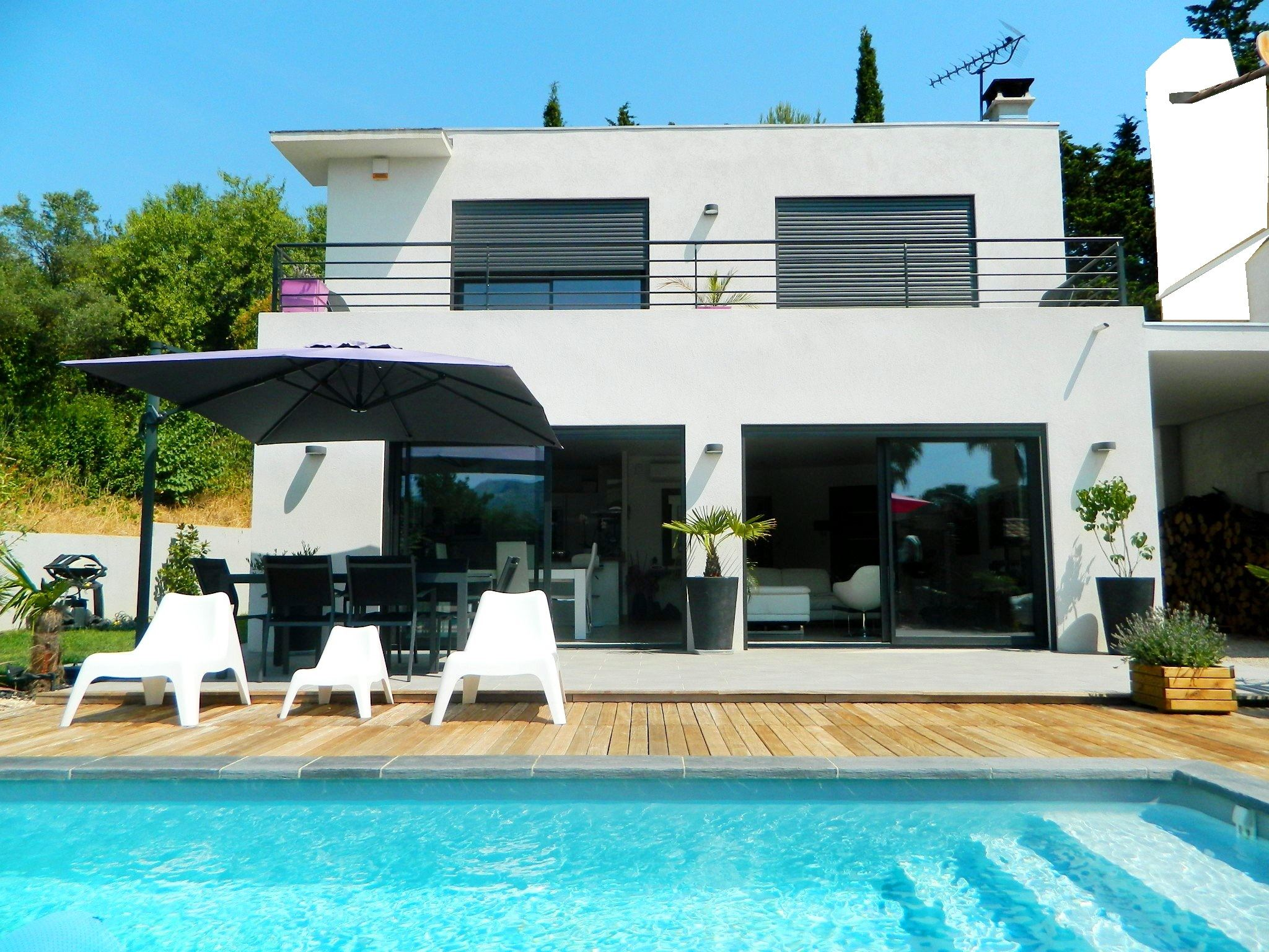 Single Family Home for Sale at House Marseille, Provence-Alpes-Cote D'Azur, 13011 France