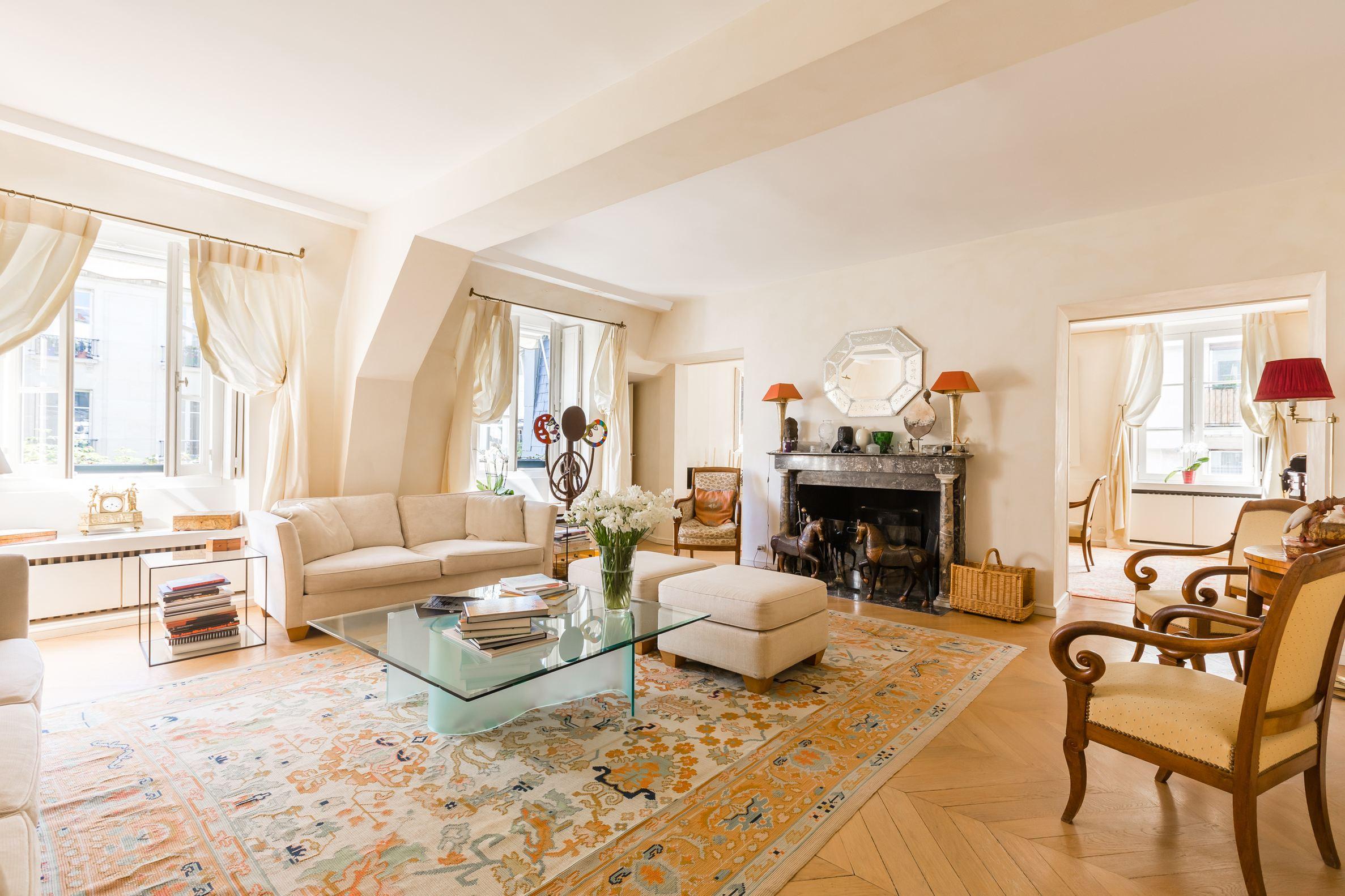 sales property at Charmant duplex  Faubourg Saint-Germain