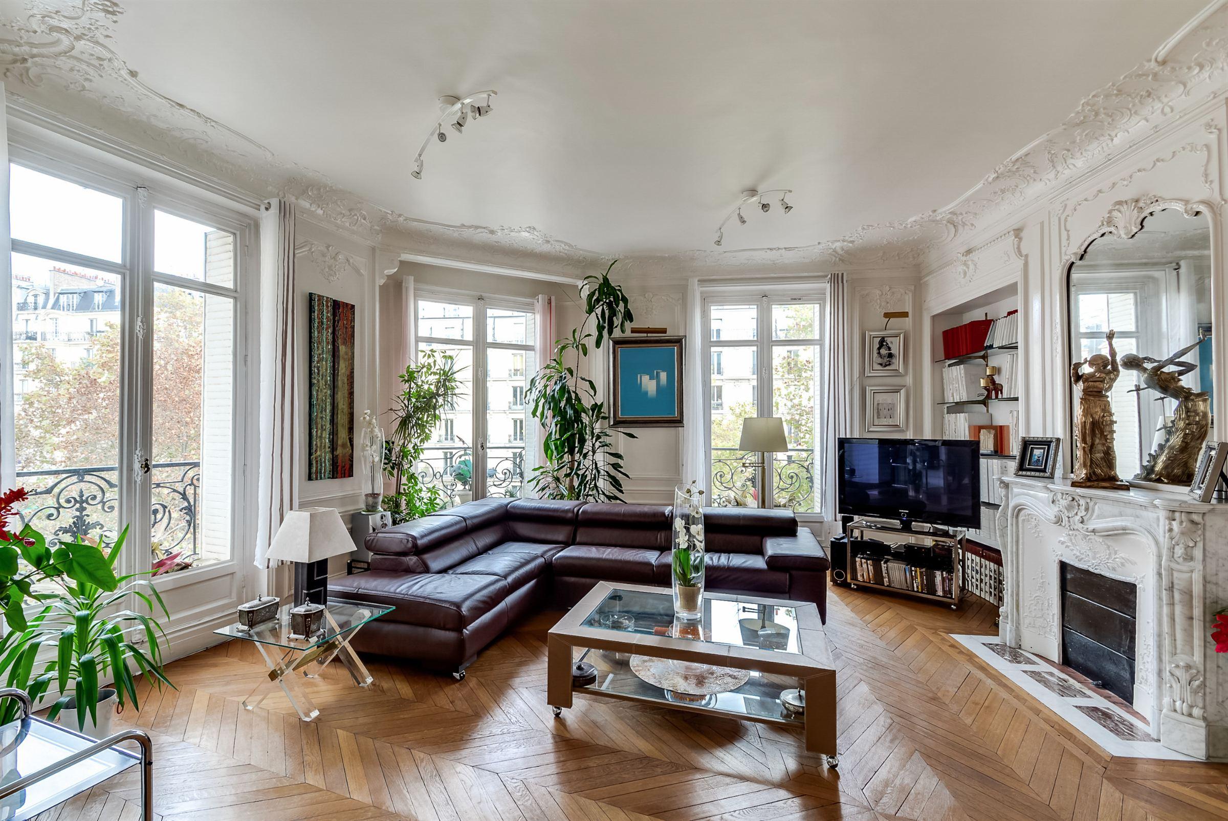 Apartamento para Venda às Paris 9 - Sole Agence. Elegant apartment, 5th floor, open view Paris, Paris 75009 França