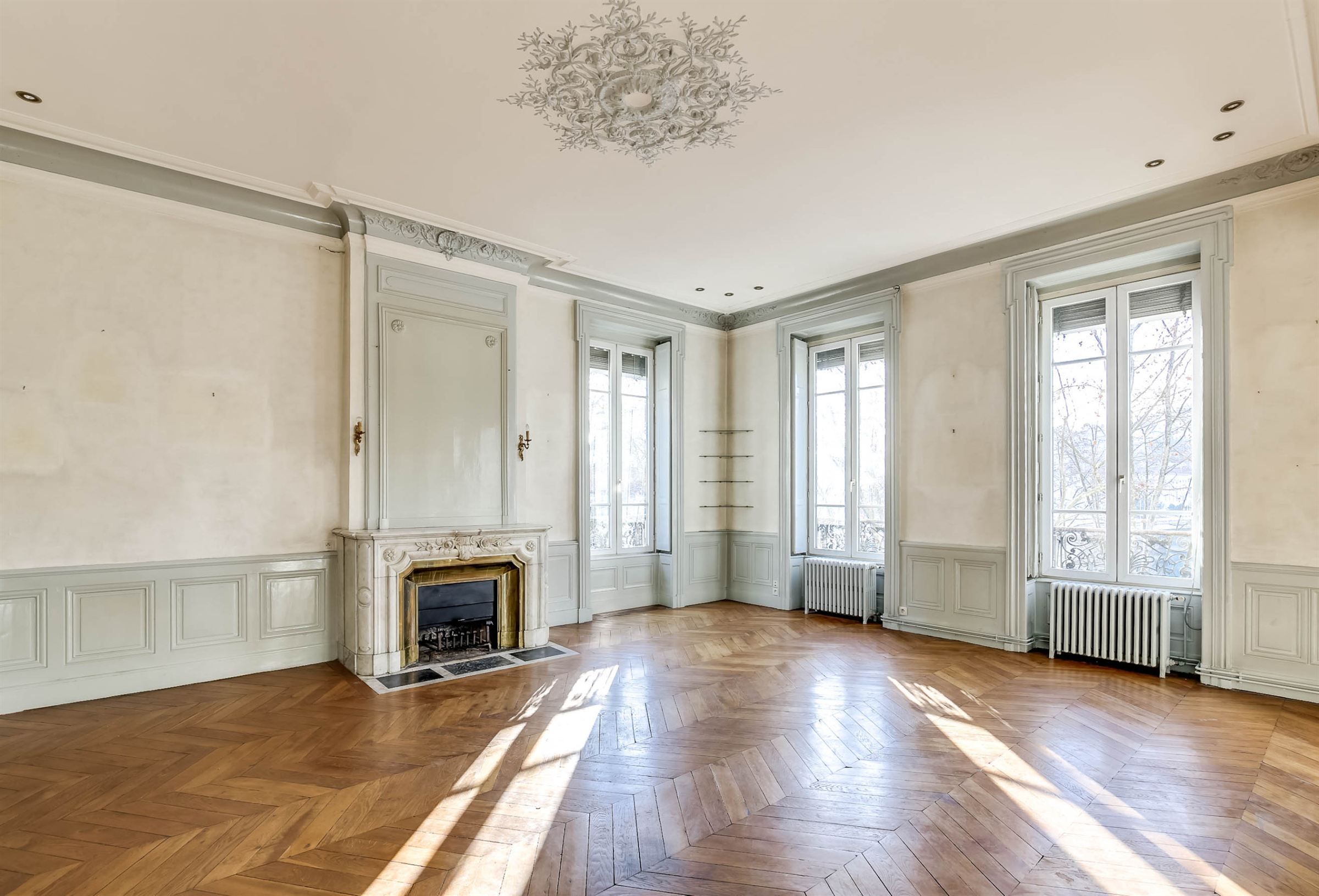 Property For Sale at LYON 6ème - Appartement d'exception de 216 m² dans superbe immeuble haussmannien