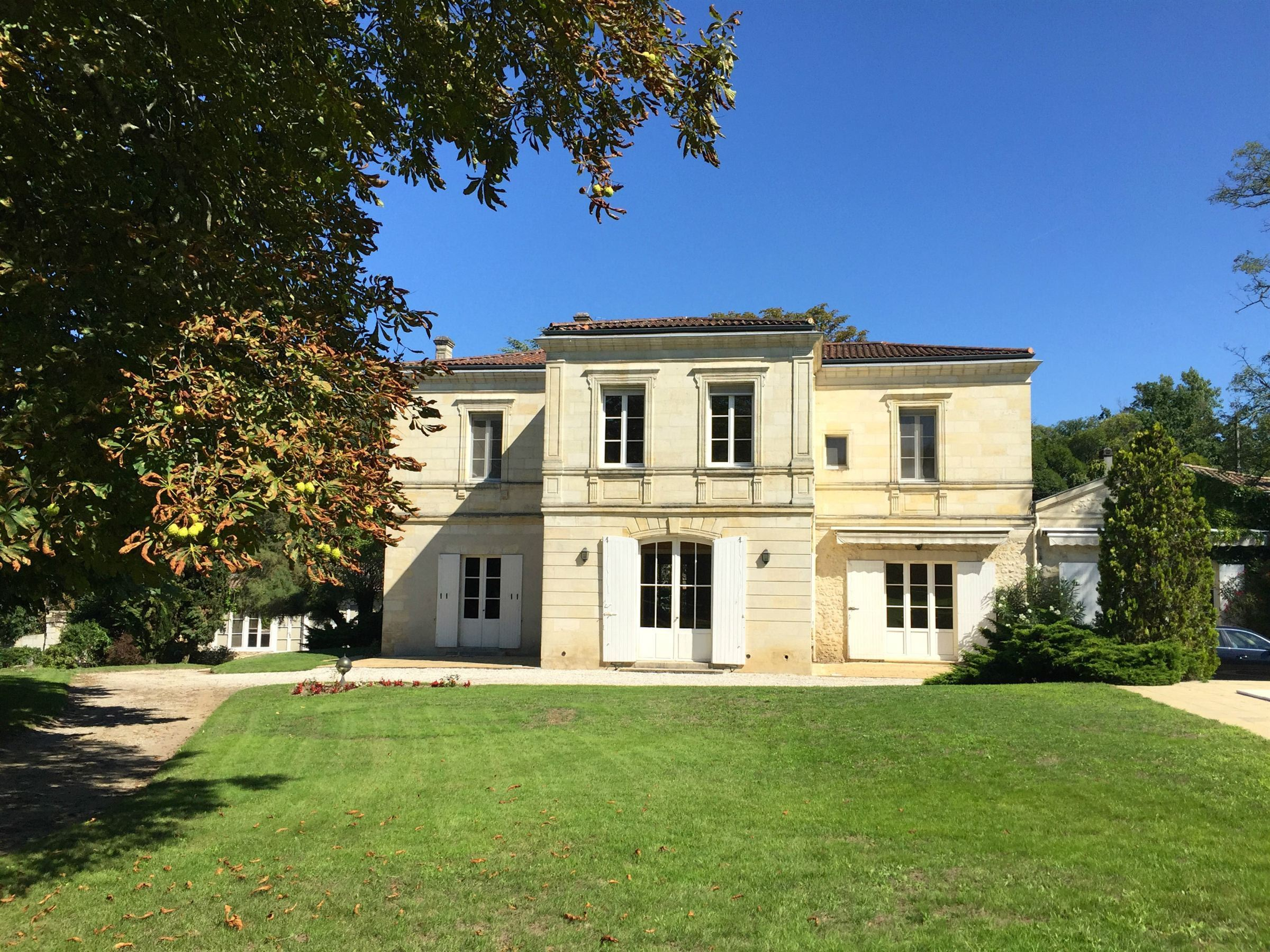 sales property at BORDEAUX RIGHT BANK – PANORAMIC VIEW OVER THE CITY
