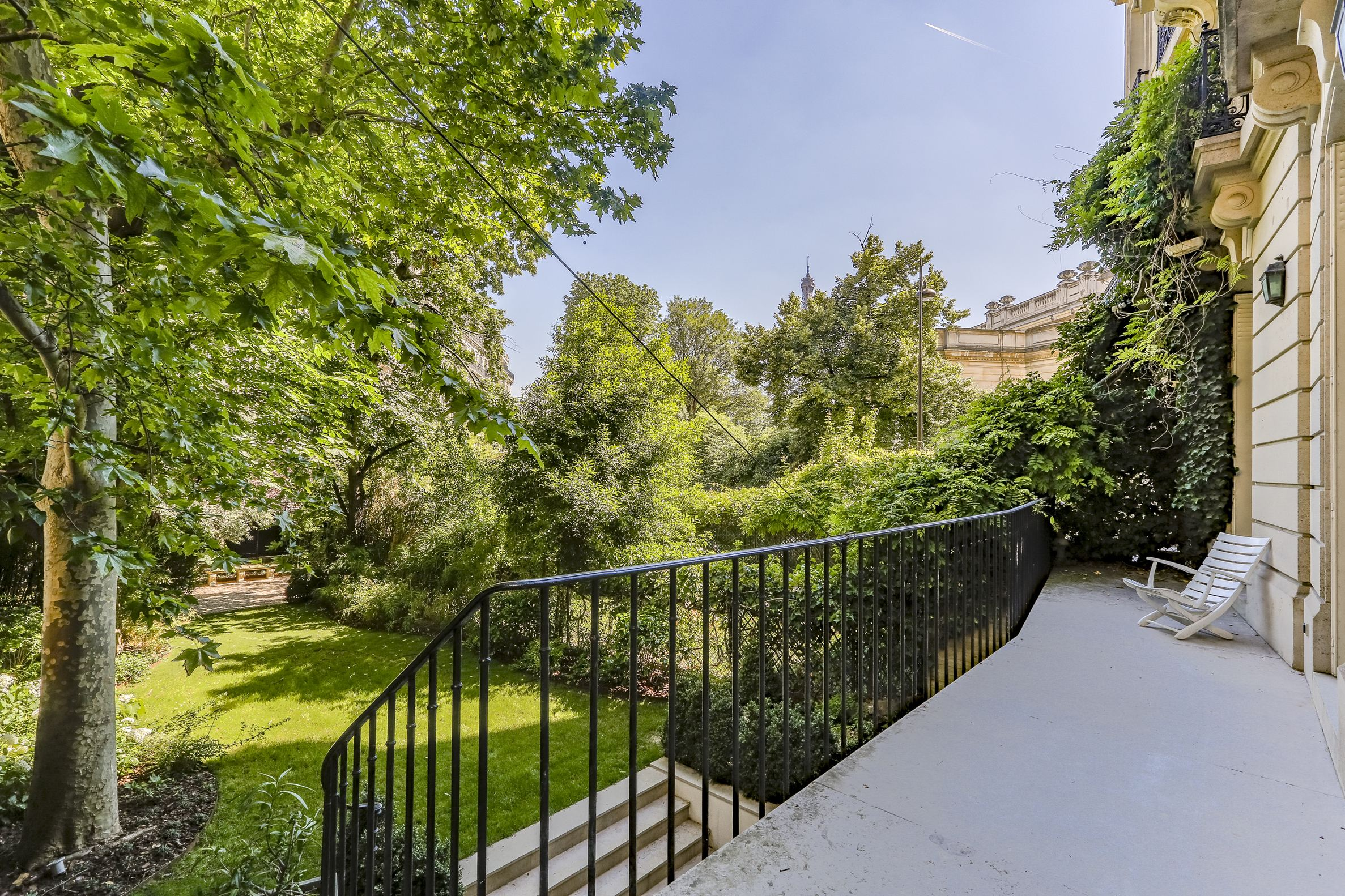 sales property at Apartment opening onto a wonderfull garden.