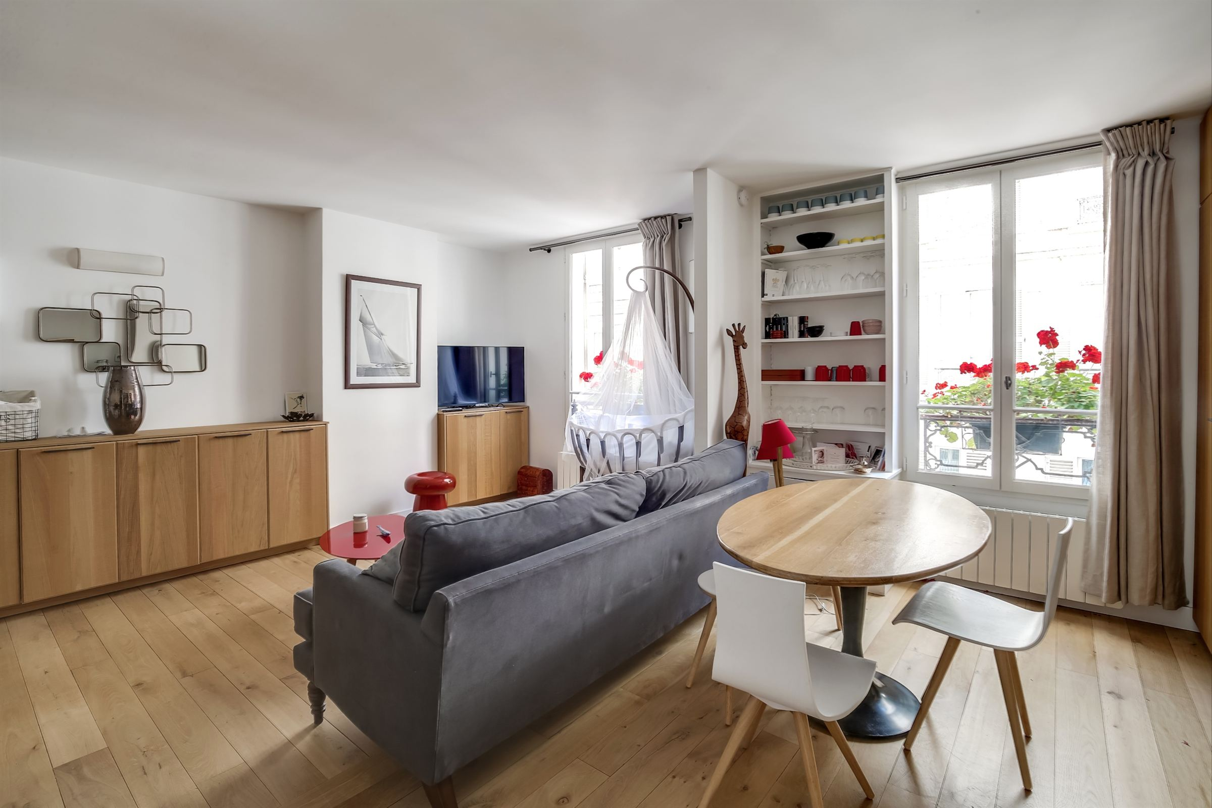 sales property at Pied-à-terre for sale, Sole Agent in Paris 7th - rue Cler