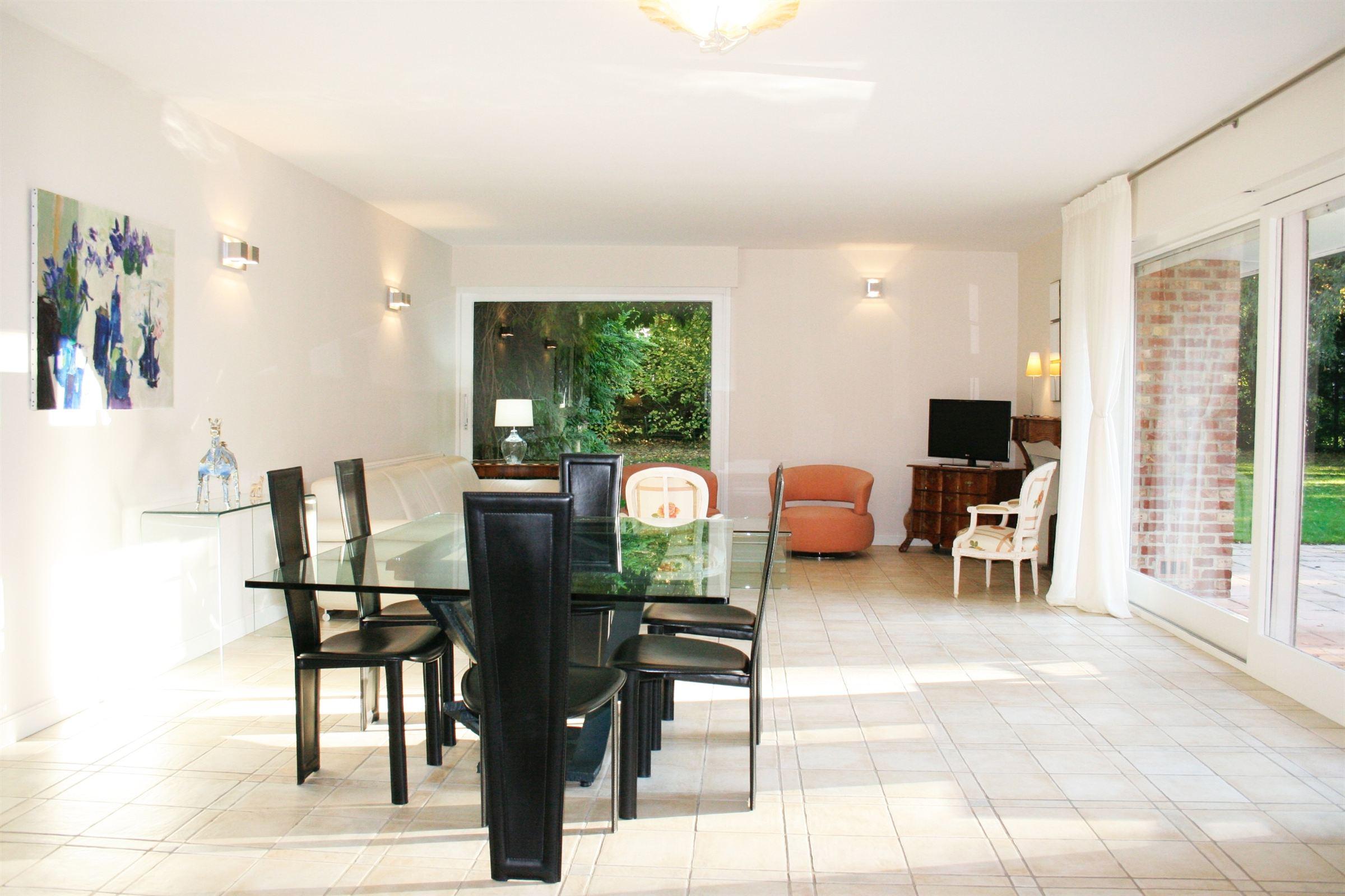 Property For Sale at VILLENEUVE D'ASCQ, BRIGODE, beau semi plain pied 5 ch. avec piscine