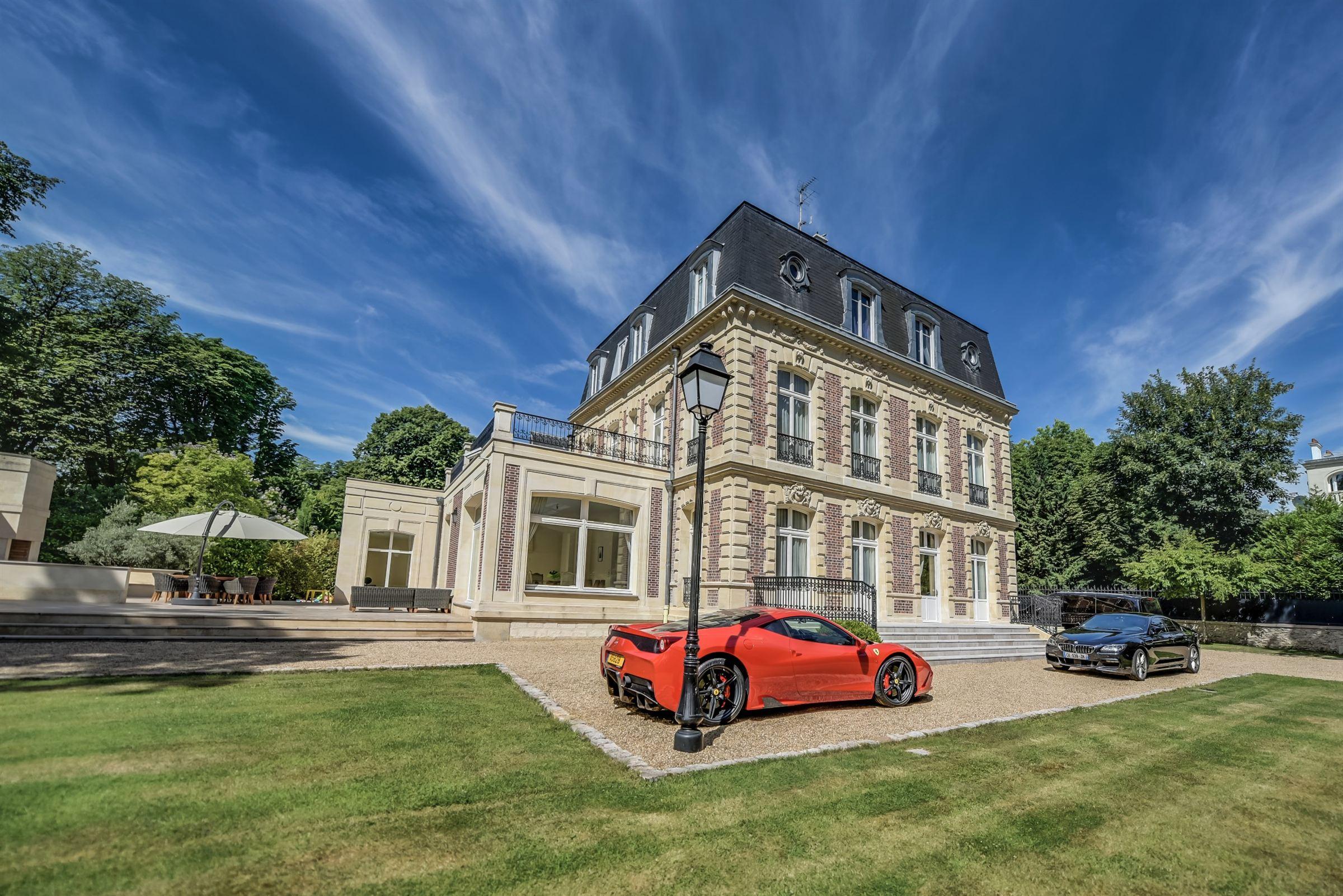 Einfamilienhaus für Verkauf beim Mansion Other Ile-De-France, Ile-De-France, 92210 Frankreich