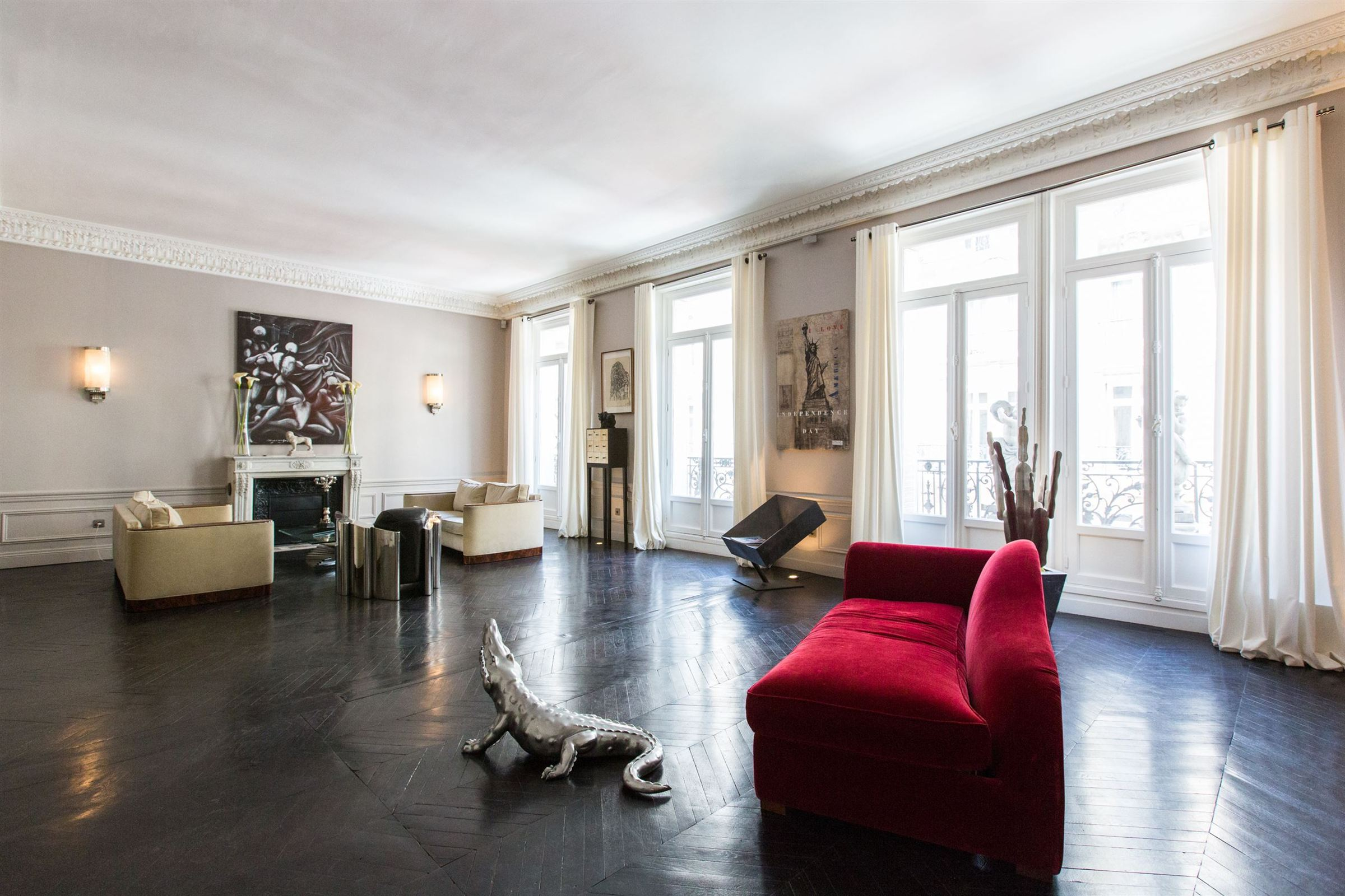 sales property at 75008 - Apartment near Triangle d'Or Avenue Montaigne