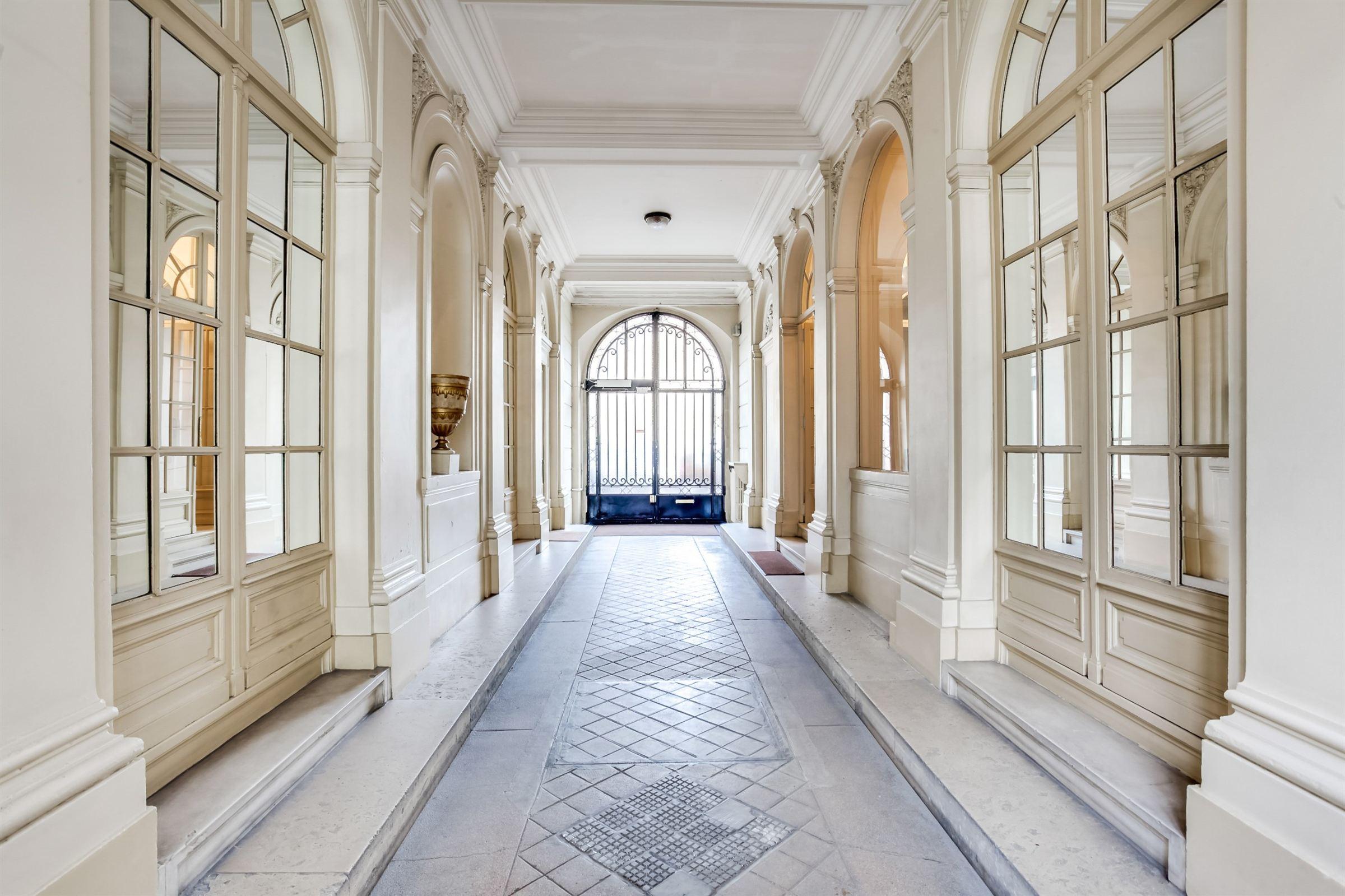 Tek Ailelik Ev için Satış at Paris 16 - 600 sq.m. Private Mansion. Great potential, prime location Paris, Paris 75116 Fransa