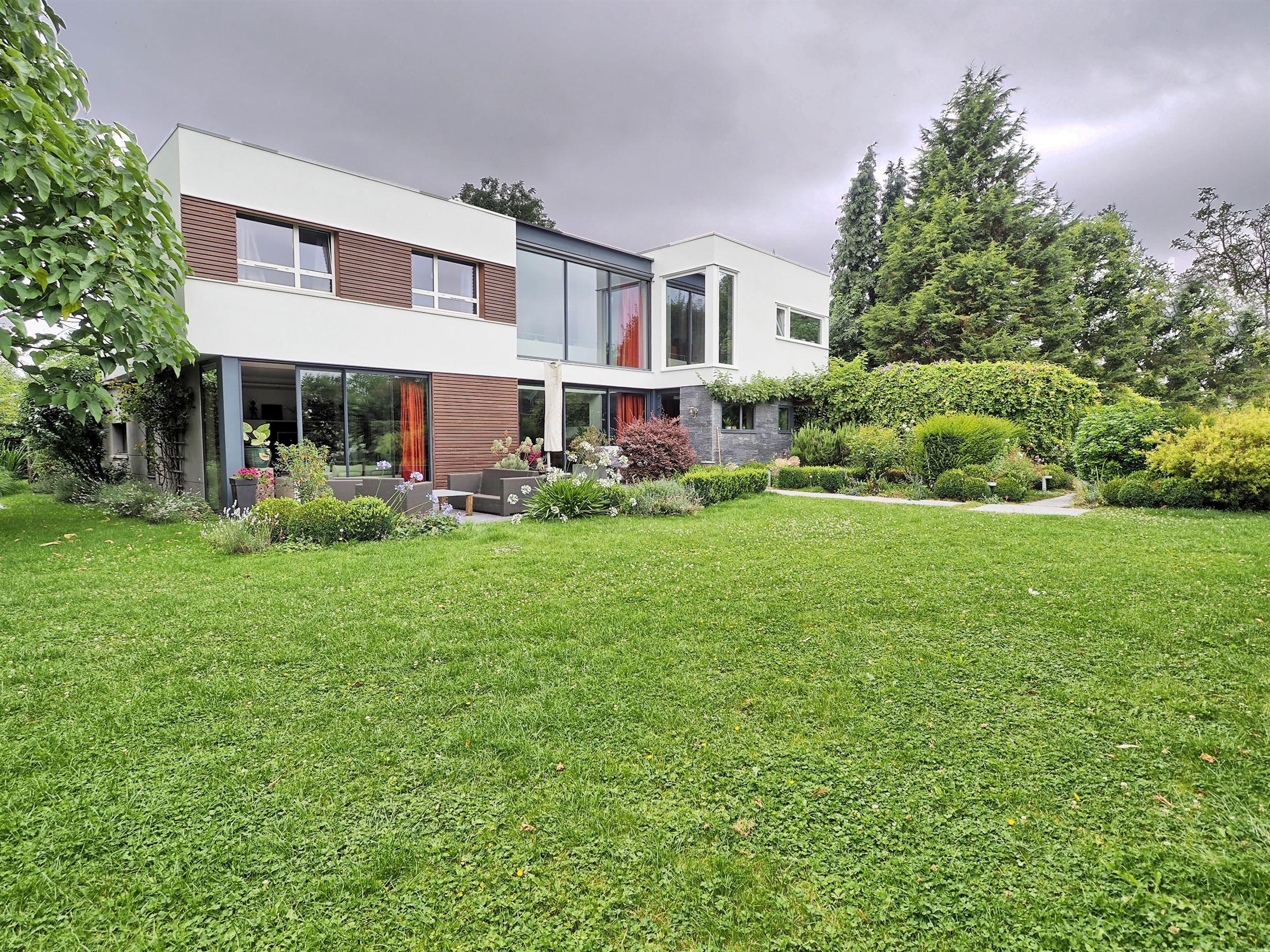 sales property at LAMBERSART, popular neighborhood, Architect house 220 m², 4 ch. Garage