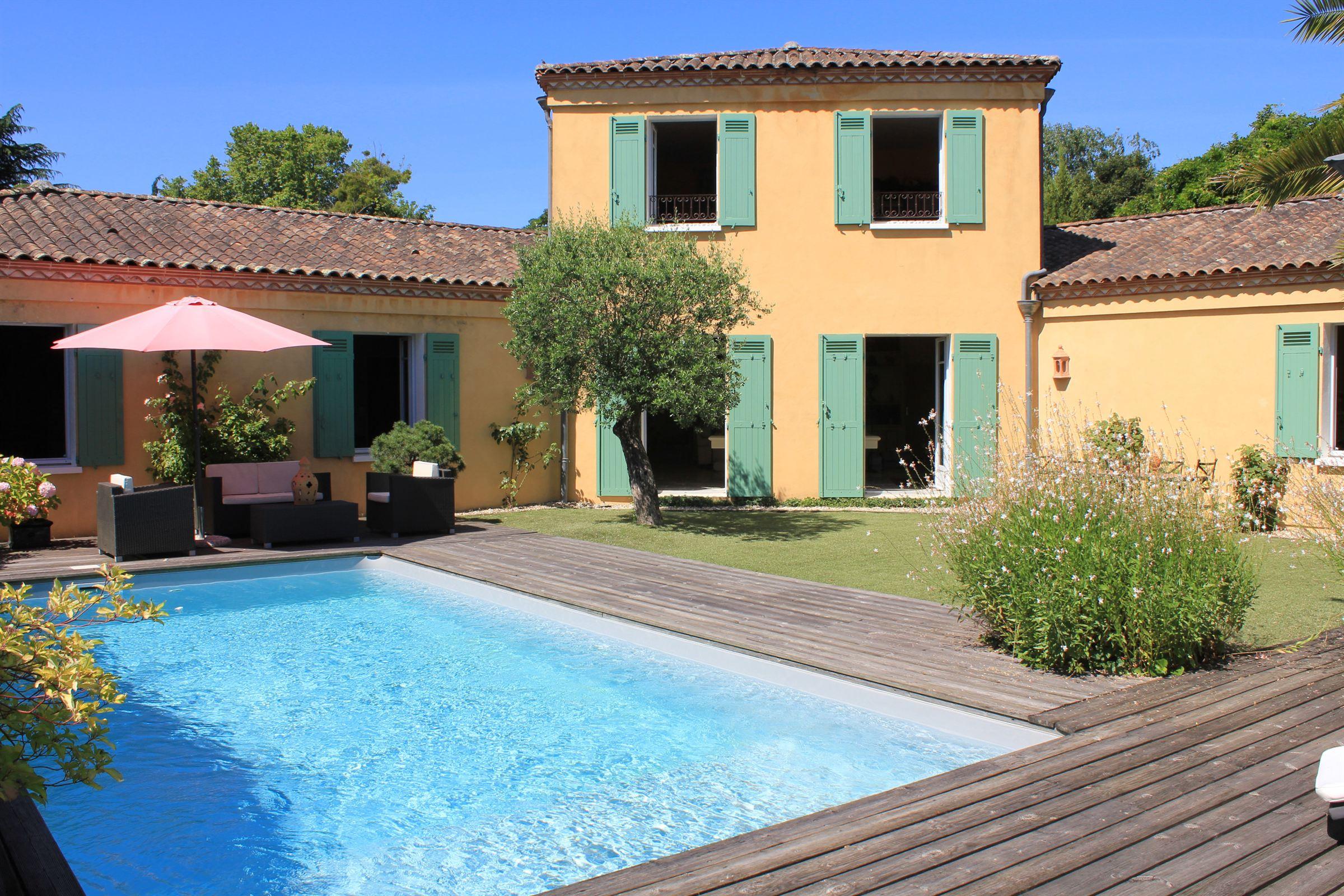 Casa Unifamiliar por un Venta en BORDEAUX – NEAR THE BORDELAIS GOLF COURSE - BEAUTIFUL HOME WITH LARGE GARDEN Bordeaux, Aquitania, 33200 Francia