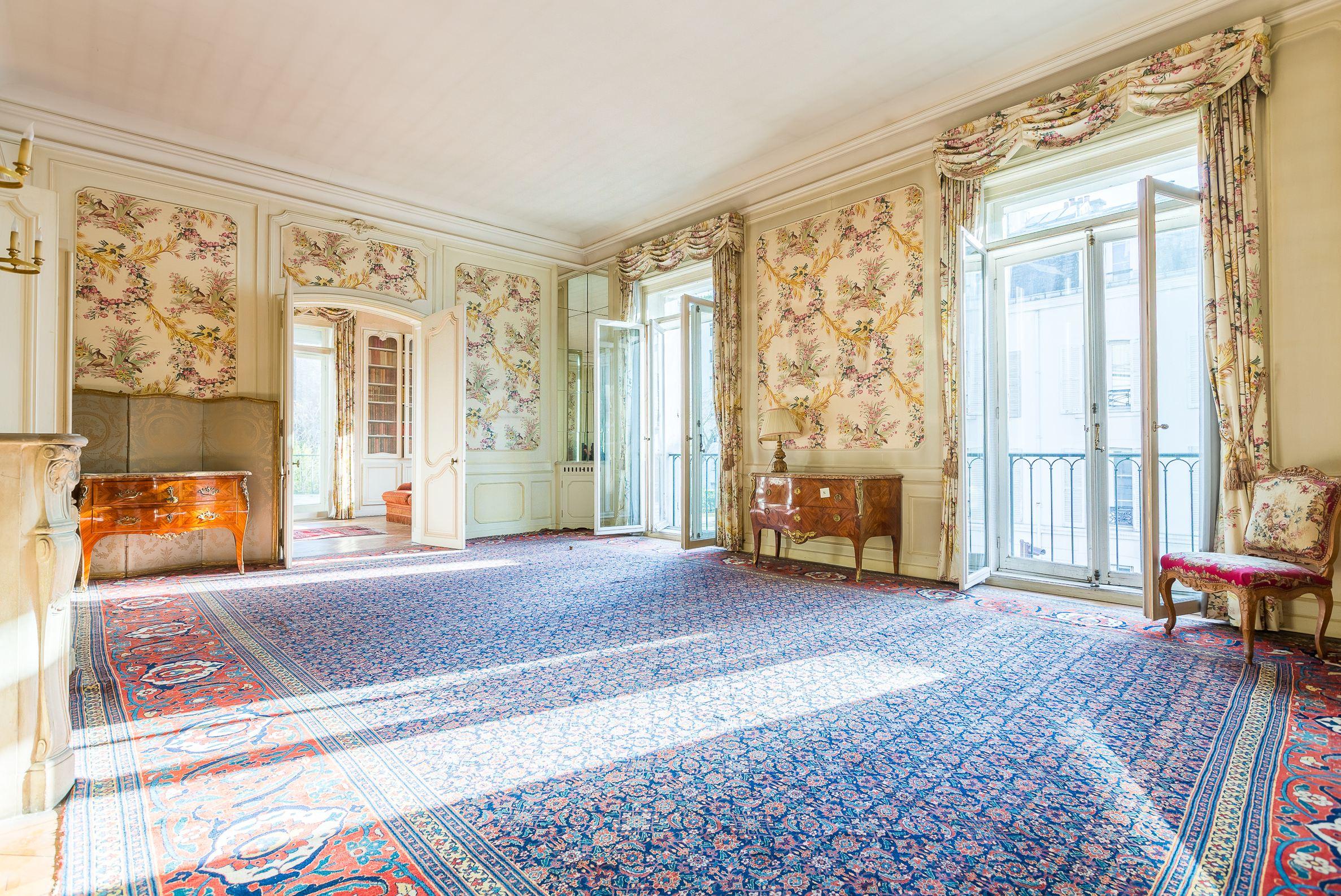Property For Sale at Appartement Neuilly sur Seine à proximité du bois de boulogne