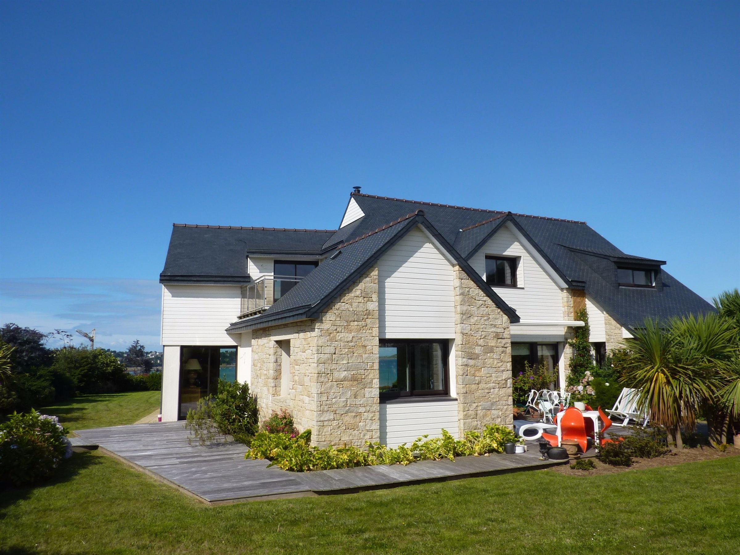 Villa per Vendita alle ore Perros Guirec; Seaview Villa of 215m2 on plot of 1422m2 . Other Brittany, Bretagna, 22700 Francia