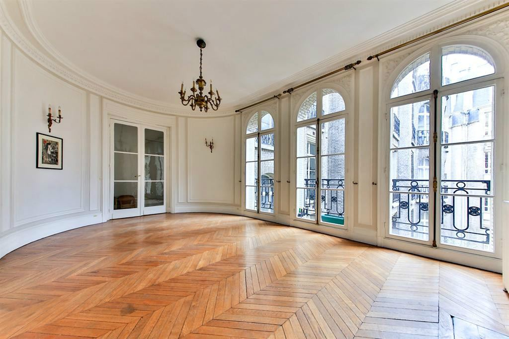Apartamento por un Venta en Paris 16 - Victor Hugo square. Apartment 132 sq.m.. Wonderful view Paris, Paris 75116 Francia