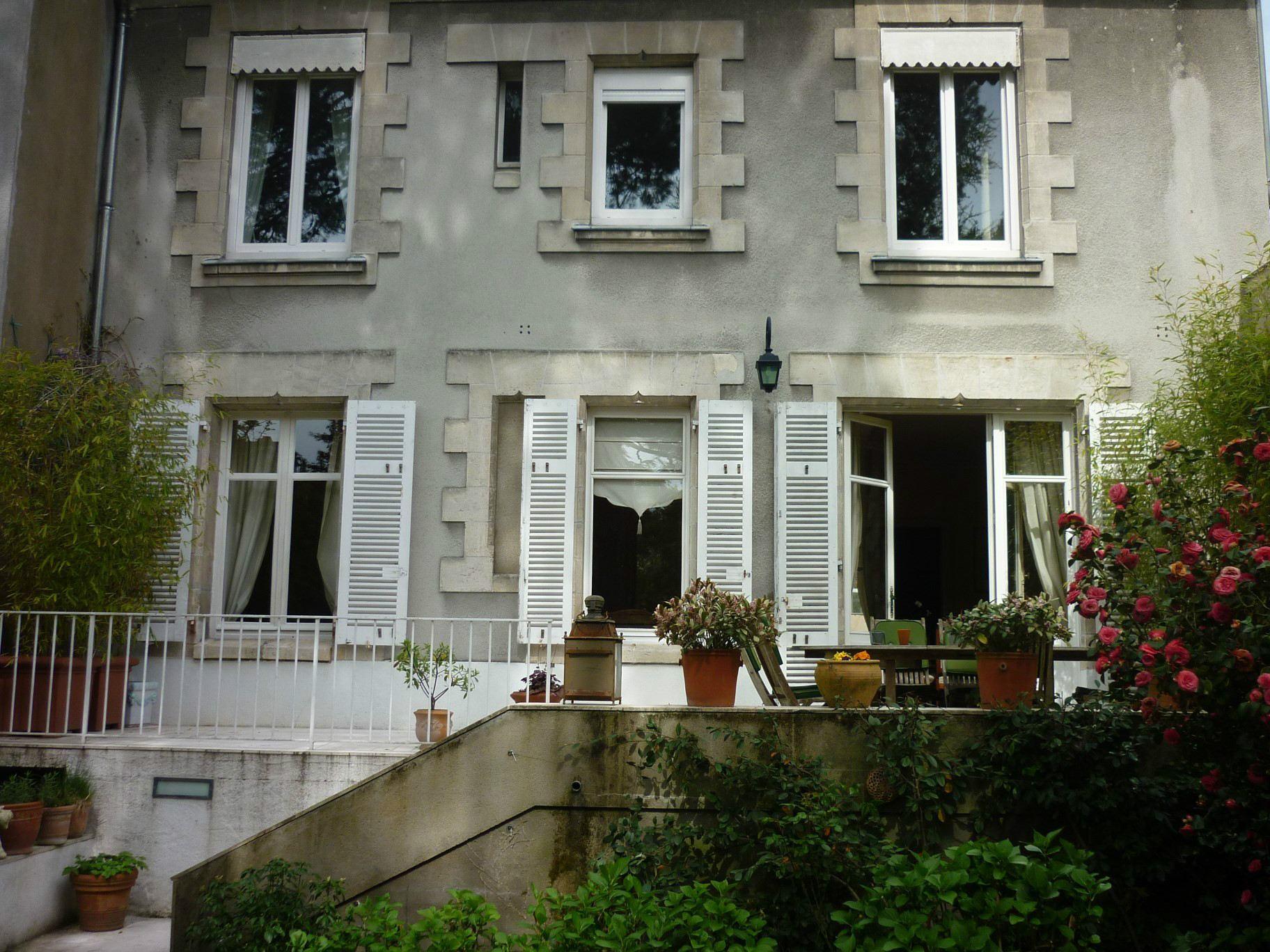 단독 가정 주택 용 매매 에 BELLE MAISON ANCIENNE SUR RUE CALME - DU CACHET - BEAUX VOLUMES Nantes, 페이드라루아르주 44000 프랑스