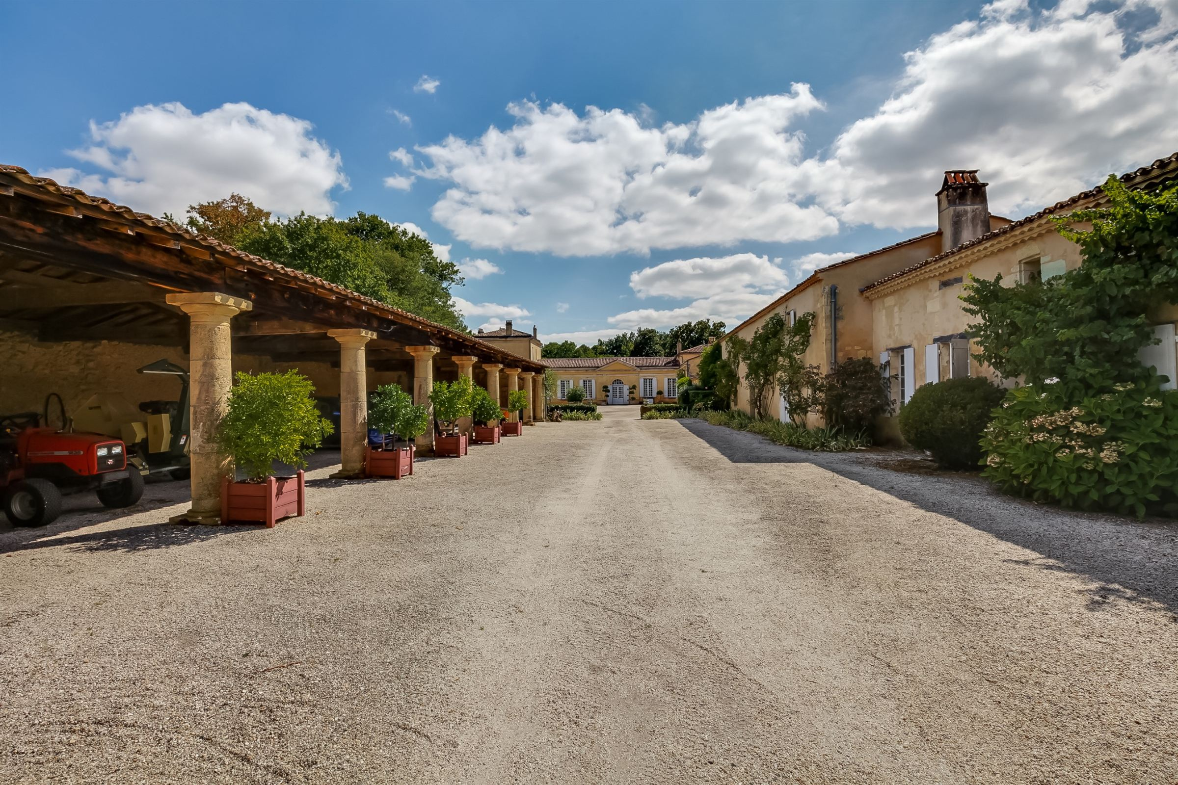 sales property at STUNNING ESTATE - 10KM FROM DOWNTOWN BORDEAUX- EASY ACCESS TO THE AIRPORT