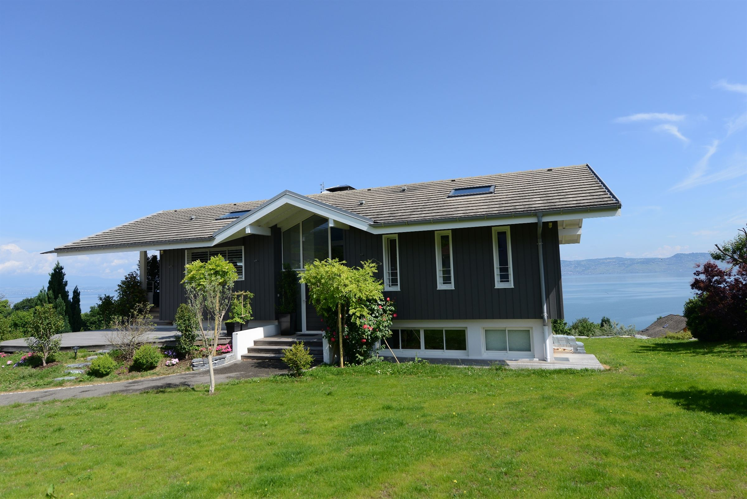 Single Family Home for Sale at Nice villa overlooking the lake Lugrin, Rhone-Alpes 74500 France