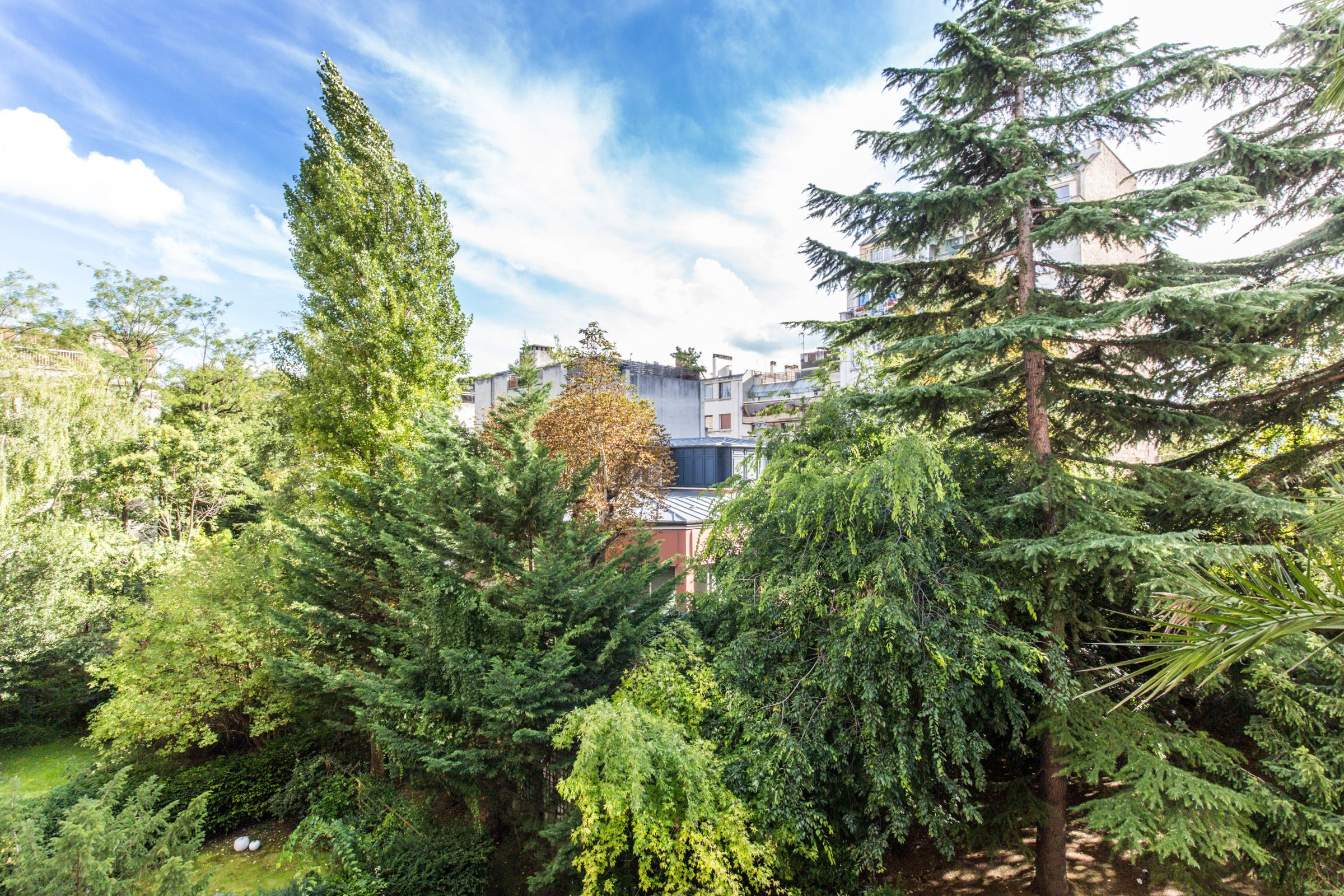 Property For Sale at Neuilly - Pasteur school sector. Sunny apartment.