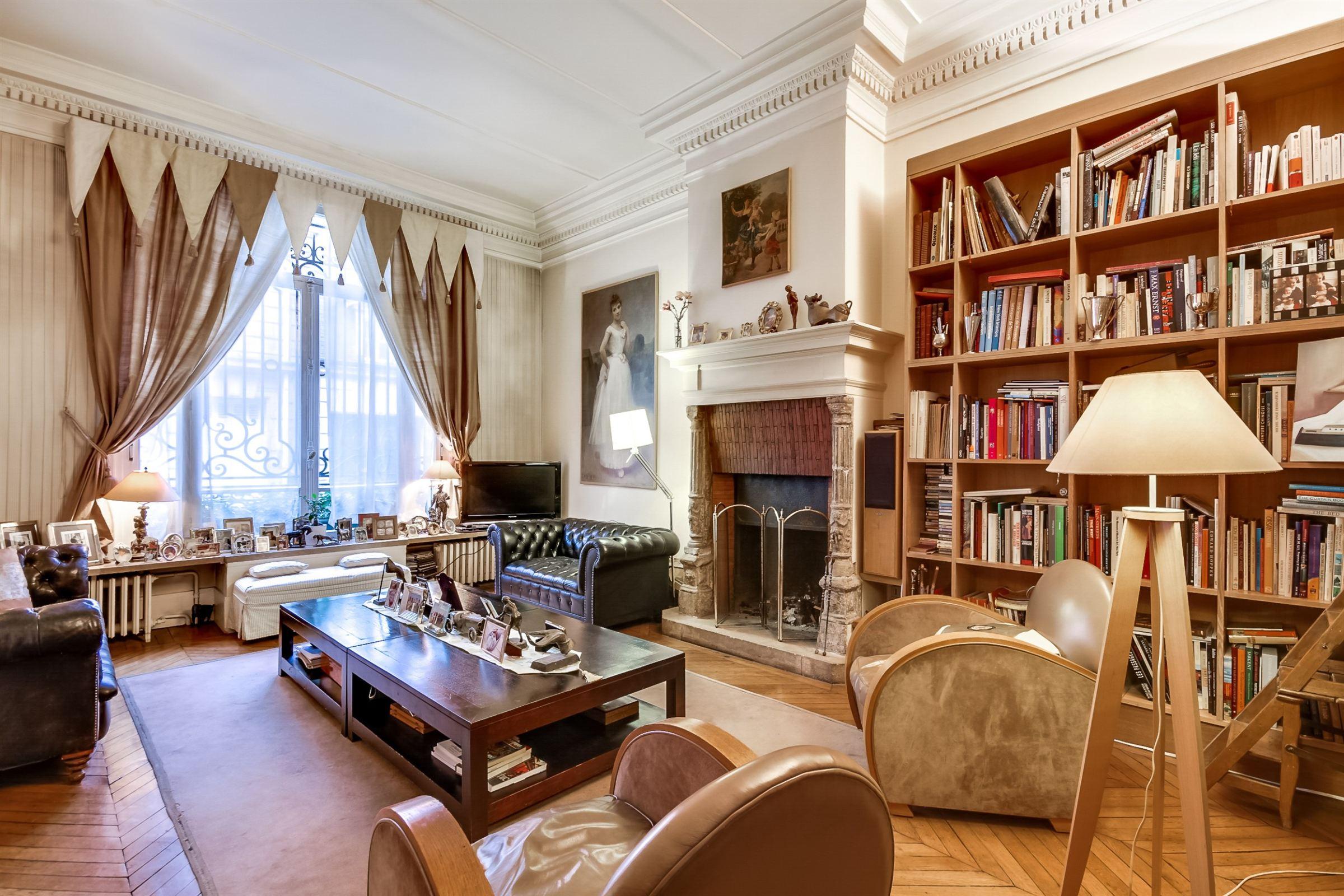 Maison unifamiliale pour l Vente à Paris 17 - Parc Monceau. Elegant Private Mansion Paris, Paris 75017 France