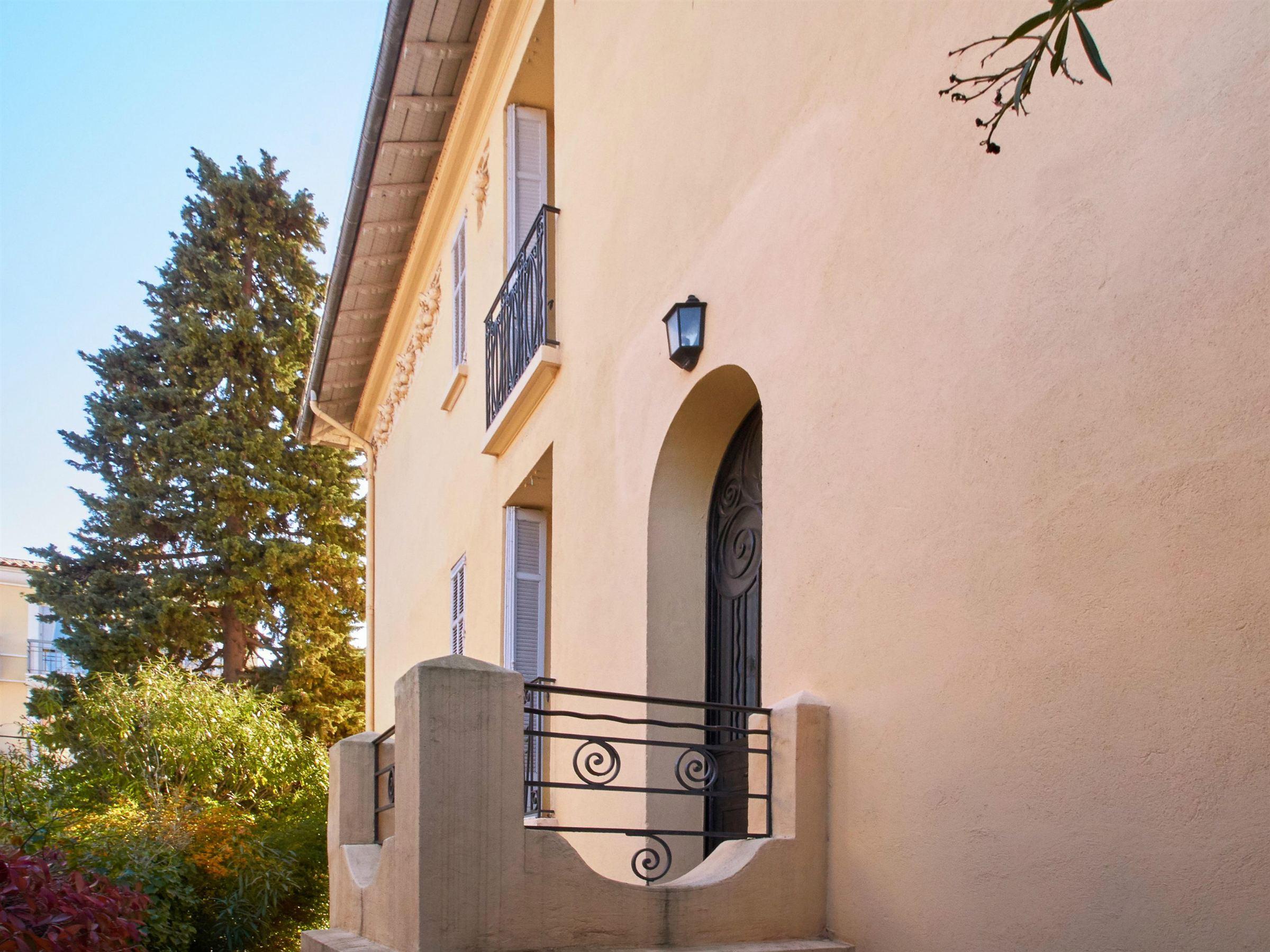 Casa para uma família para Venda às Charming mansion in the heart of Cannes Cannes, Provença-Alpes-Costa Azul 06400 França