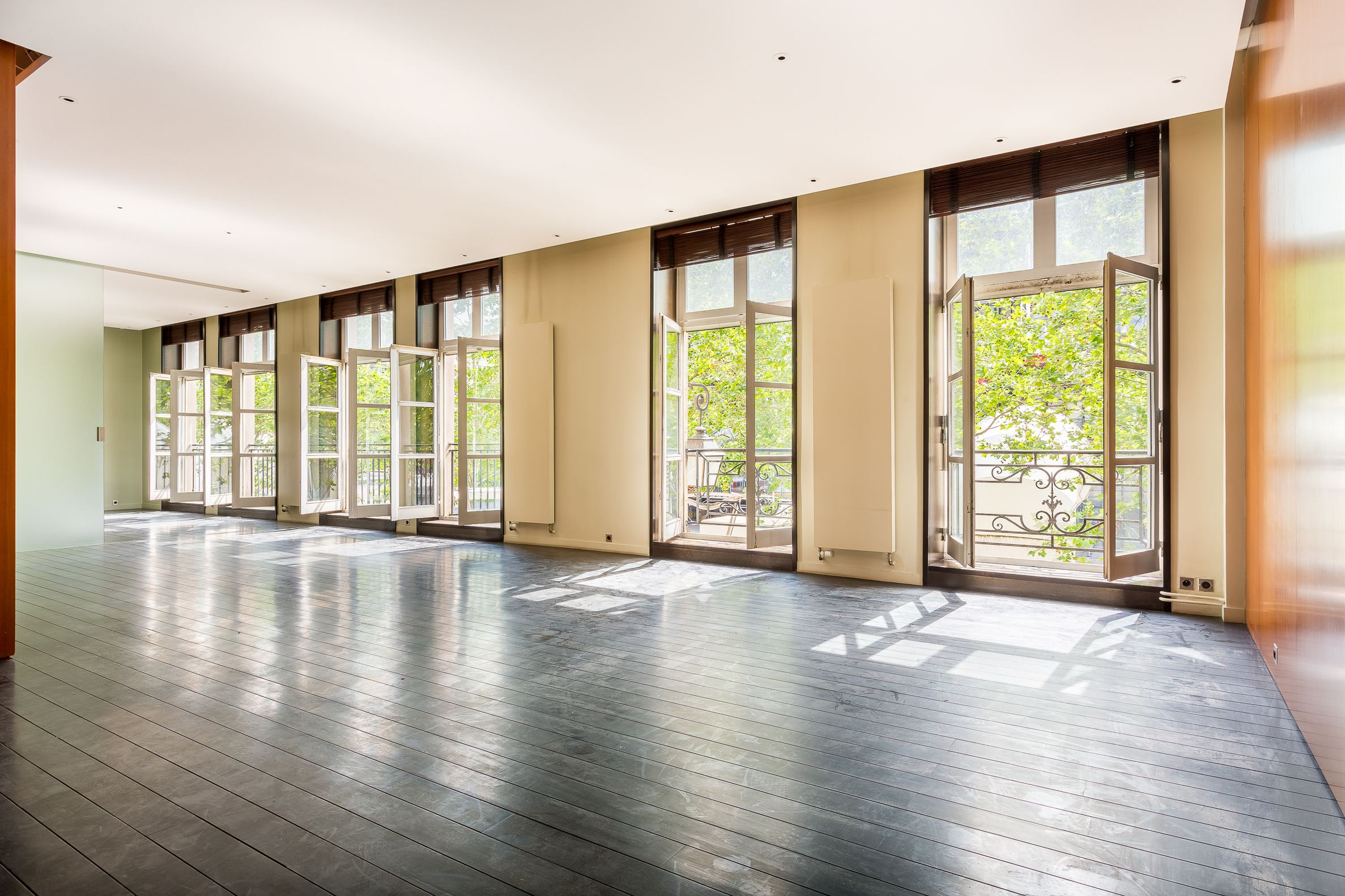 sales property at Beaubourg - Apartment to renovate with terrace of 45m2