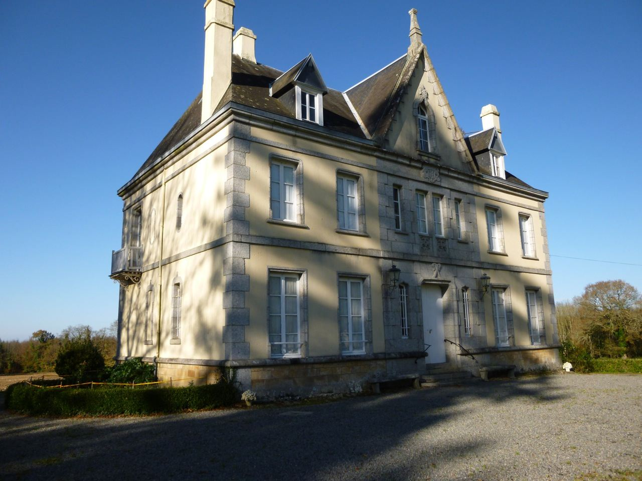 sales property at Quimperlé. Property with dependances and chapel....