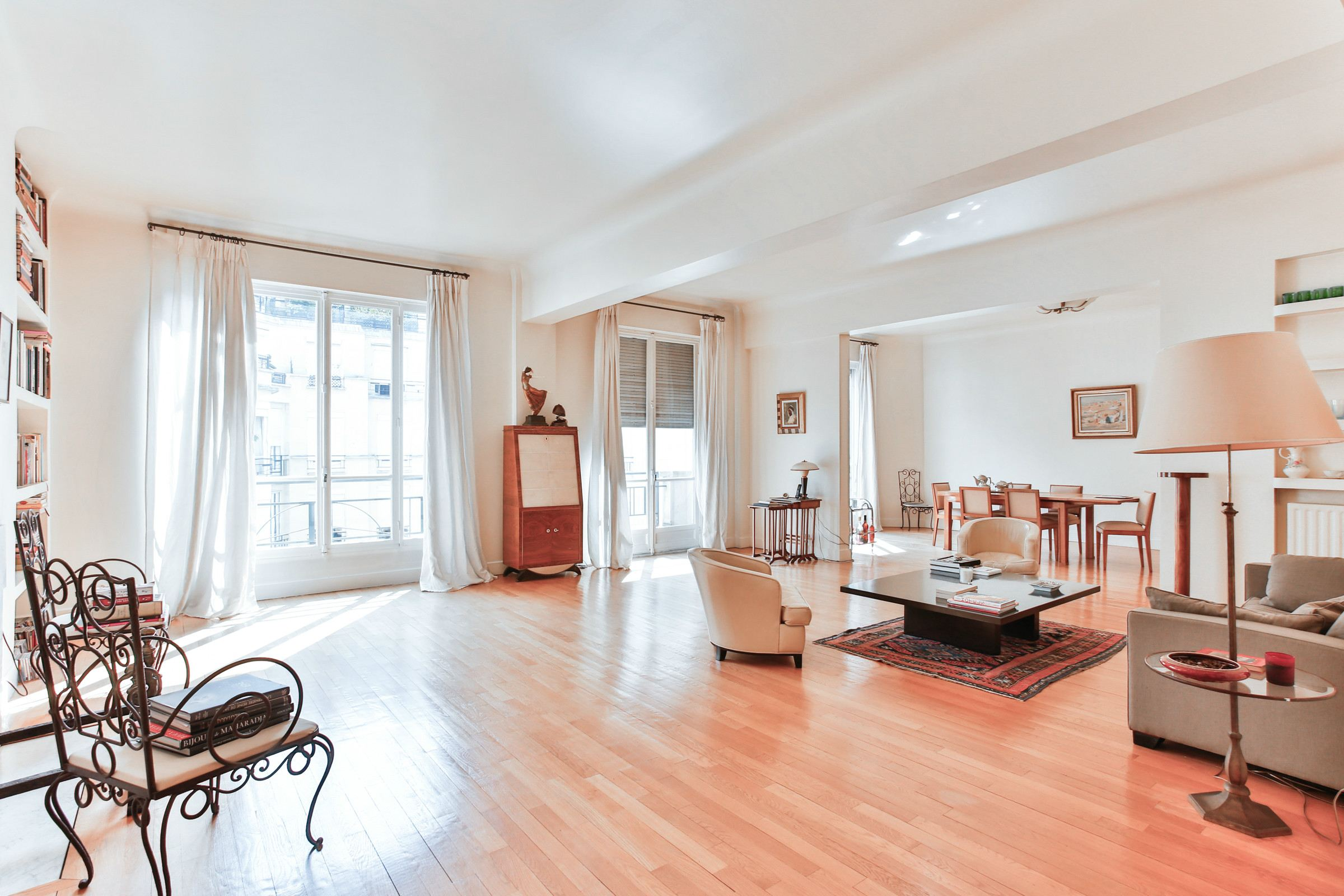 Property For Sale at Paris 16 - Pompe. Apartment. Sunny, to freshen up